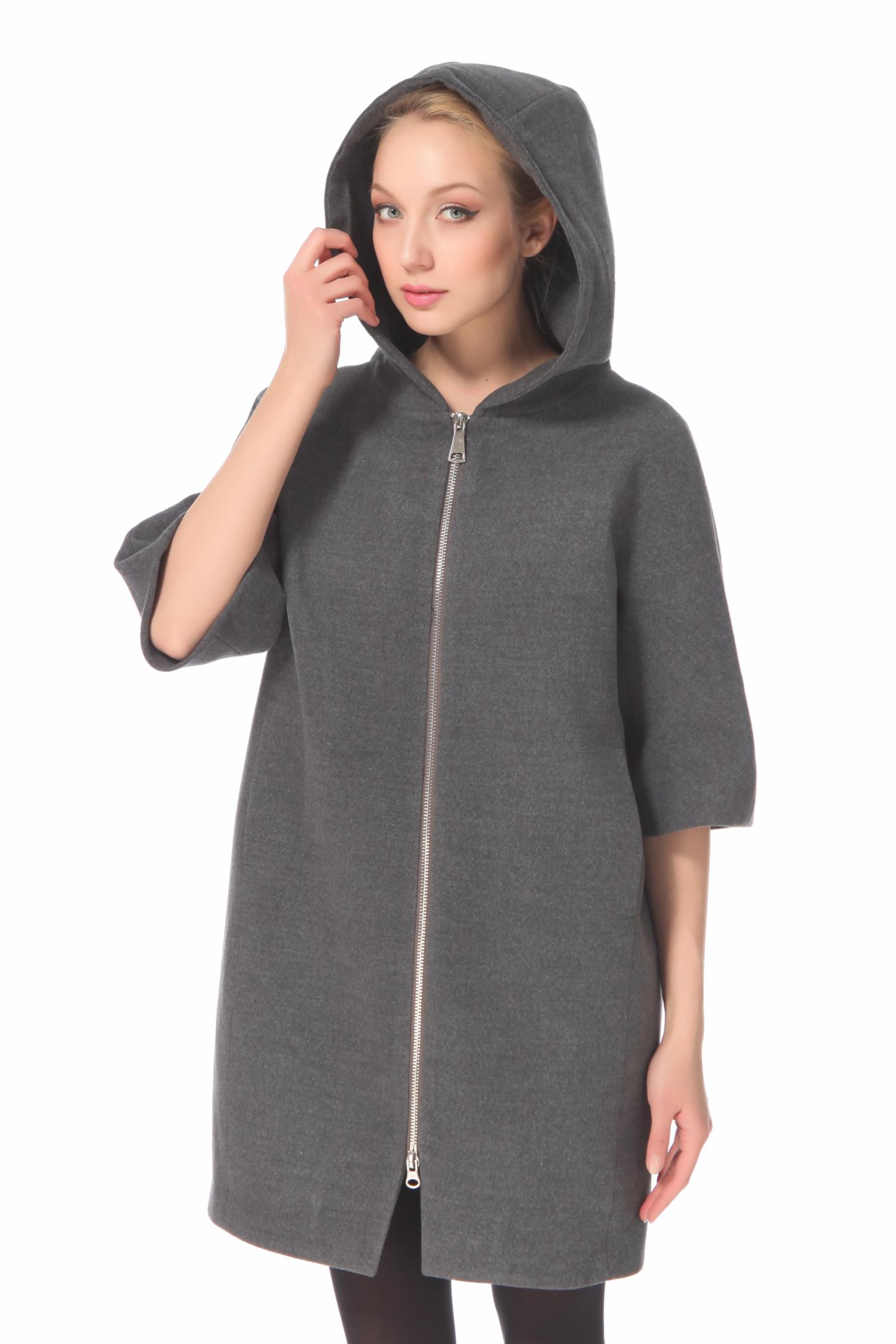Женское пальто с капюшоном, без отделкиПальто-трансформер от Московской меховой компании выполнено из кашемира серого цвета.<br><br>Модель прямого силуэта с застежкой на молнию.<br><br>Детали: несъемный капюшон; карманы без застежки; куртка бордового цвета выполнена из полиэстера; утеплитель - тинсулайт; куртка крепится на молнию; застежка куртки - кнопки и молния; подкладка из полиэстера.<br><br>Воротник: капюшон<br>Длина см: Длинная (свыше 90)<br>Материал: Комбинированный состав<br>Цвет: серый<br>Застежка: на молнии<br>Пол: Женский<br>Размер RU: 52