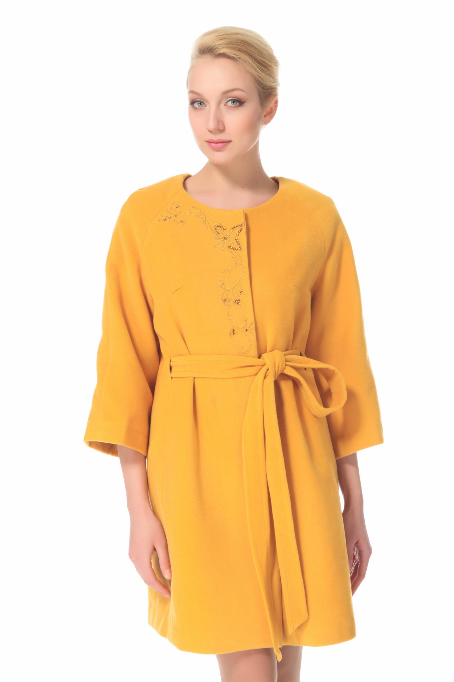 Женское пальто с воротником, без отделкиПальто от Московской меховой компании выполнено из текстиля желтого цвета.<br><br>Модель прямого силуэта с застежкой на кнопки.<br><br>Детали: воротник шанель; карманы без застежки; подкладка из полиэстера.<br><br>Воротник: Шанель<br>Длина см: 90<br>Материал: 20% шерсть 70% полиэстер 10% в<br>Цвет: Желтый<br>Пол: Женский