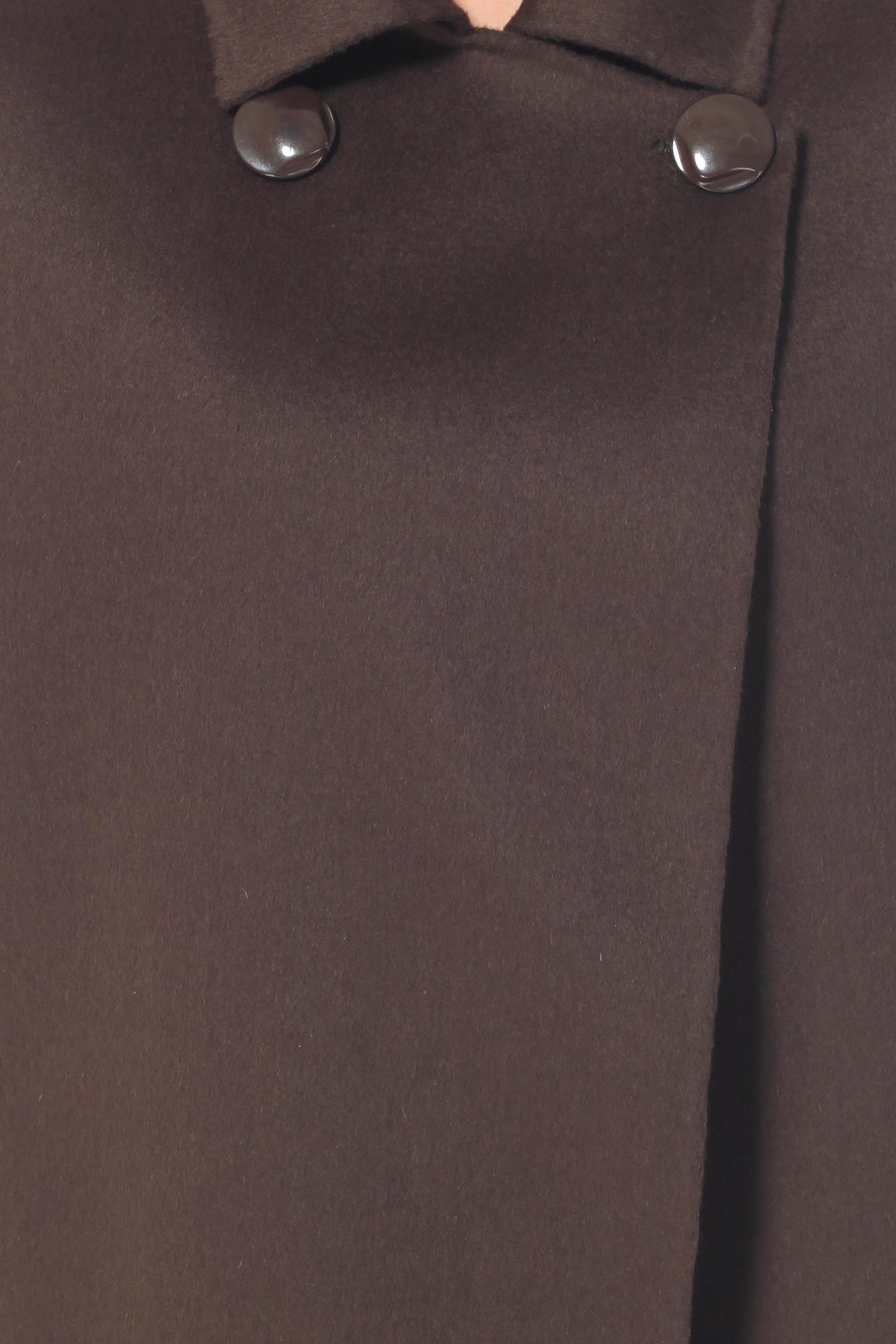 Фото 3 - Женское пальто из текстиля с воротником от МОСМЕХА зеленого цвета