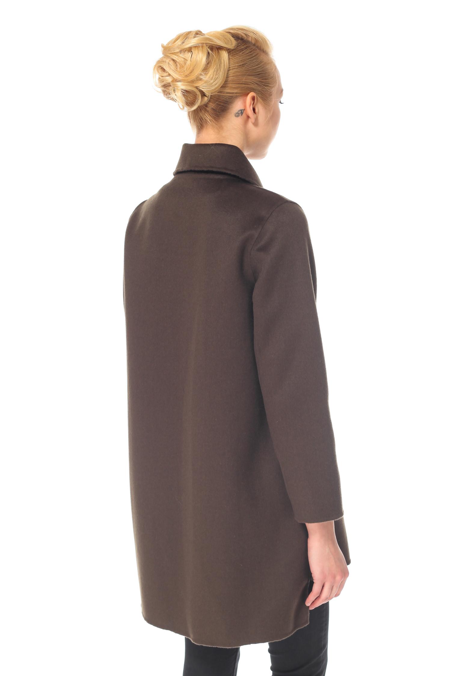 Фото 2 - Женское пальто из текстиля с воротником от МОСМЕХА зеленого цвета