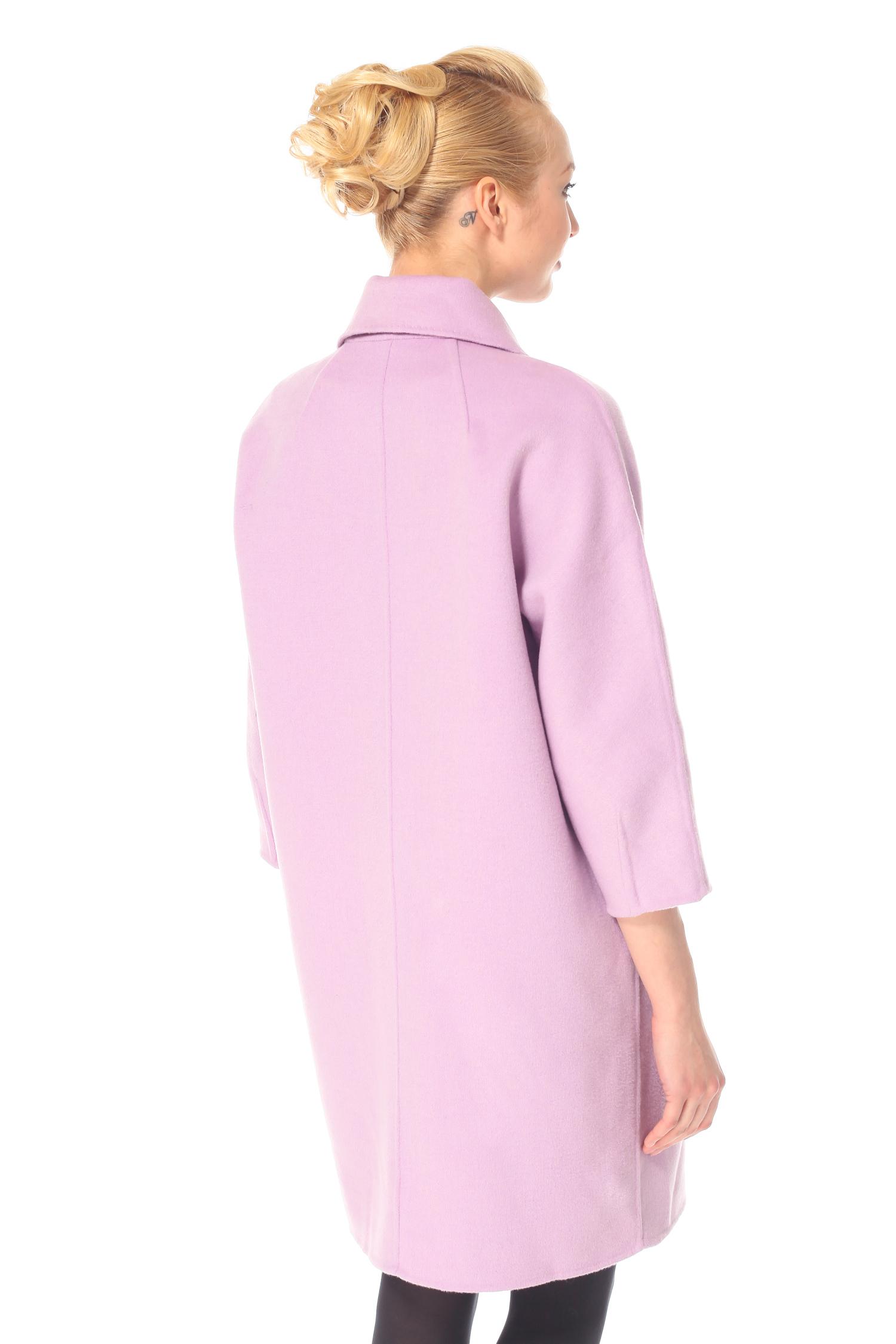 Фото 4 - Женское пальто из текстиля с воротником от МОСМЕХА цвета фуксия