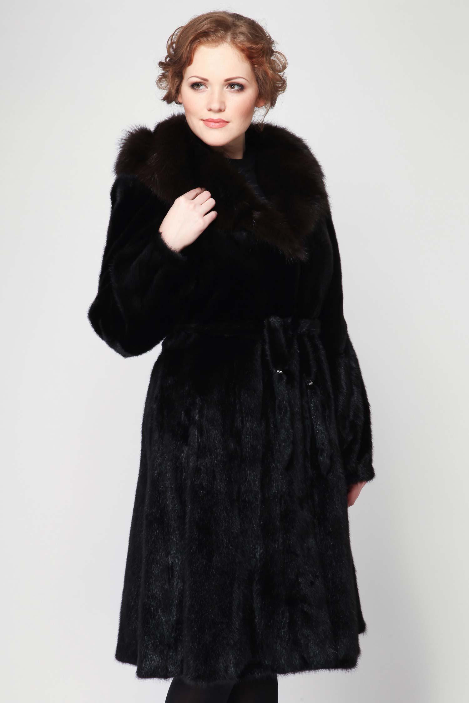 Шуба из норки с капюшоном, отделка собольВосхитительное пальто черного цвета Black из меха норки, выполненно в элегантном женственном исполнении. Модель дополнена изысканным капюшоном, который отделан роскошным мехом соболя. Пальто оформлено изящным поясом и очень гармоничной пуговицой. Шикарная модель!<br><br>Воротник: Капюшон<br>Длина см: 110<br>Цвет: Черный<br>Вид застежки: Соболь<br>Пол: Женский