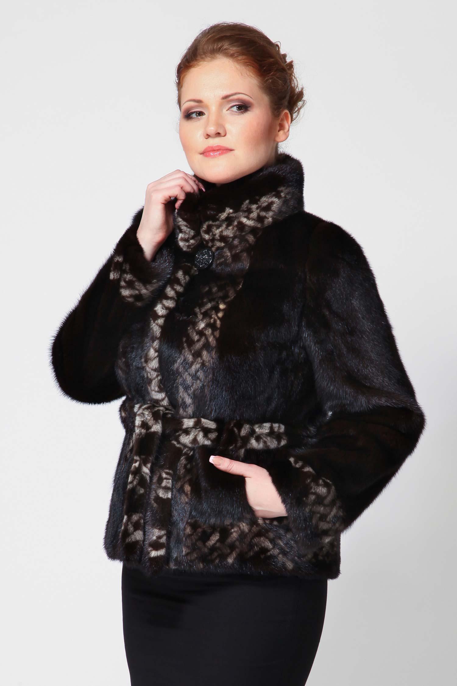 Куртка из норки с воротником, без отделкиНорковая куртка - для тех, кто выбирает стильные и качественные предметы гардероба. Особенности: натуральный мех норки, темно-коричневый цвет Mahogany, отделка идет трафаретной окраски с геометрическими узорами, прямой покрой, пояс на талии и два прорезных кармана по бокам, застегивается на удобные шубные крючки, длинные рукава, воротник украшен декоративной пуговицей. Прекрасный выбор!<br><br>Длина см: 65<br>Воротник: Обычный<br>Цвет: Коричневый (Mahogany)<br>Пол: Женский<br>Размер RU: 44