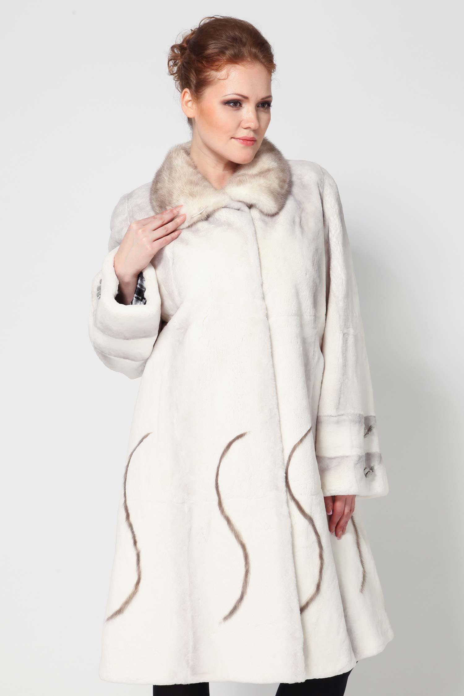 Пальто из кролика рекс с воротником, отделка норка<br><br>Воротник: Стойка<br>Длина см: 105<br>Цвет: Белый<br>Вид застежки: Норка<br>Пол: Женский<br>Размер RU: 56