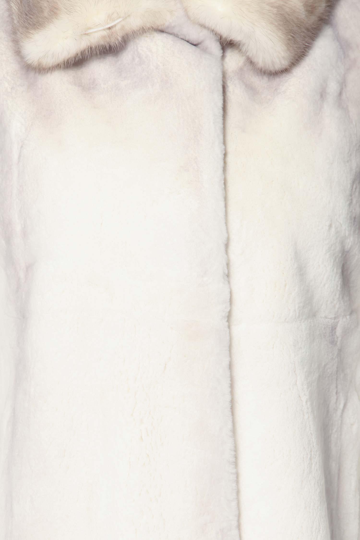 Пальто из кролика рекс с воротником, отделка норка от Московская Меховая Компания