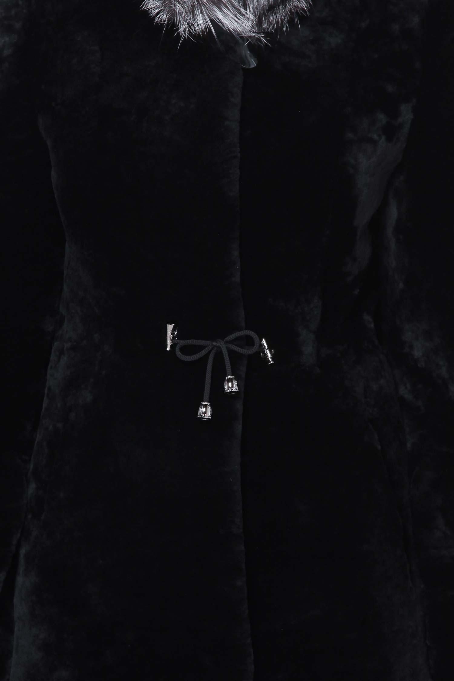 Шуба из мутона с воротником, отделка лиса от Московская Меховая Компания