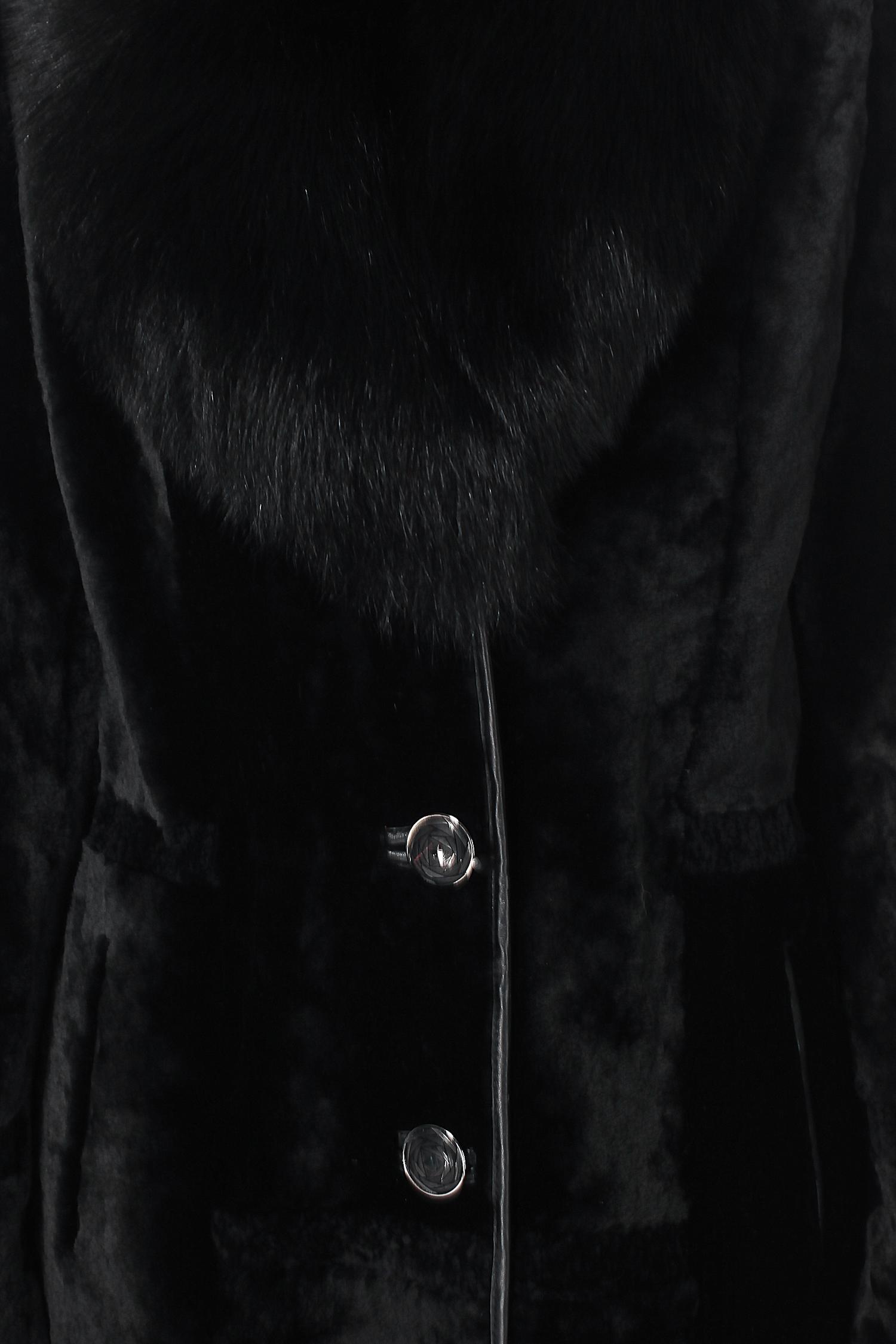 Шуба из мутона с воротником, отделка песец от Московская Меховая Компания
