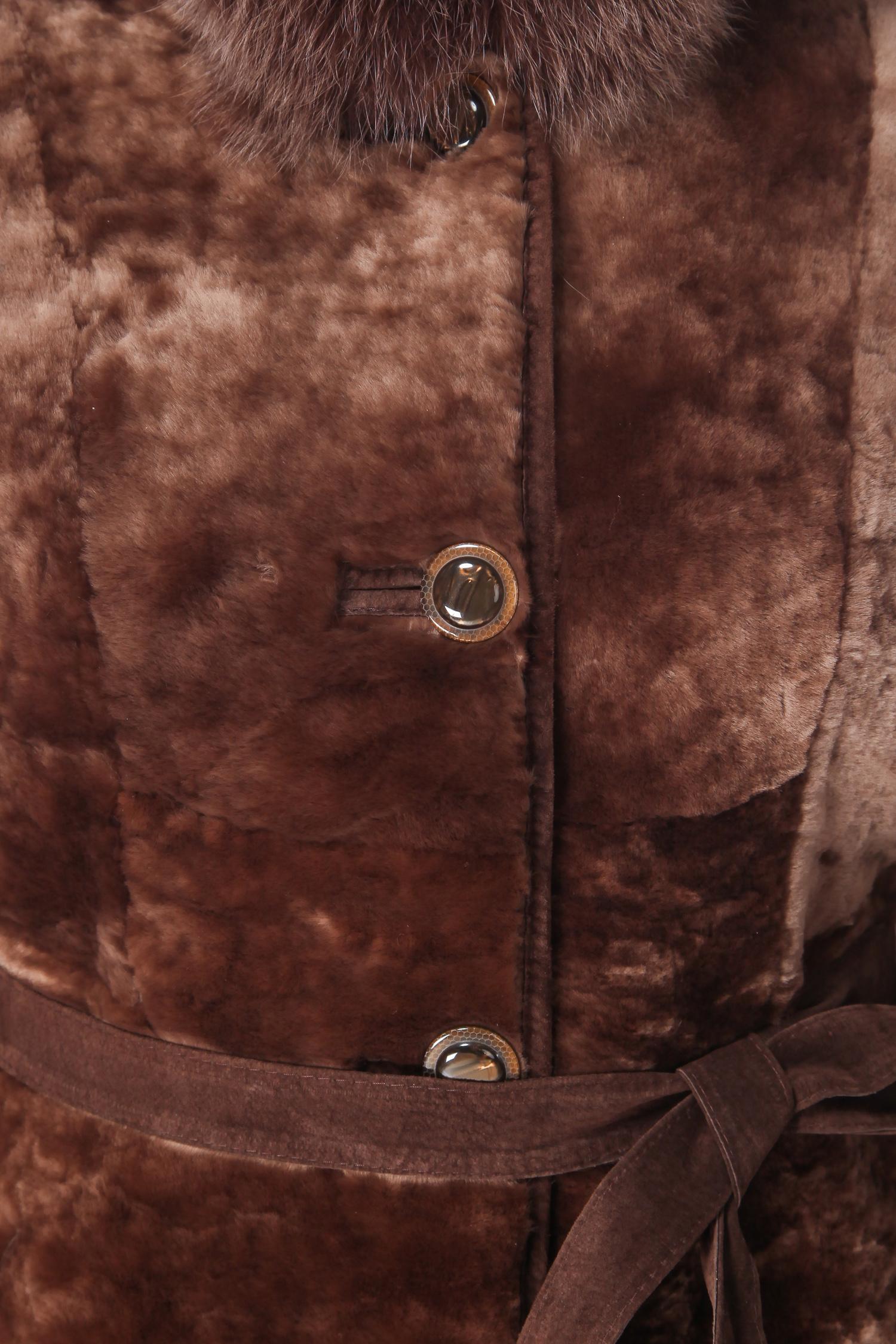 Шуба из мутона с капюшоном, отделка песец от Московская Меховая Компания