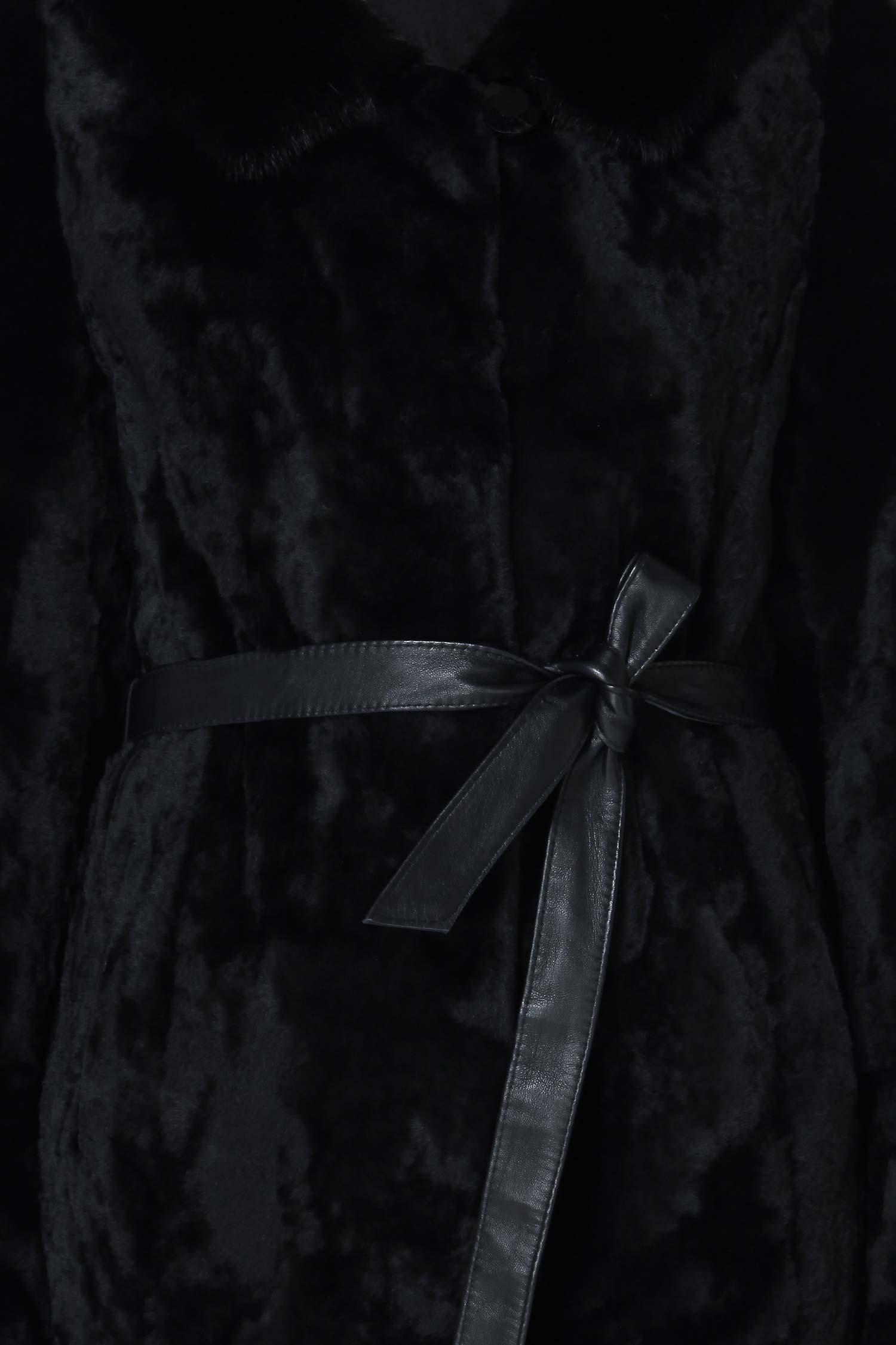 Шуба из мутона с капюшоном, отделка норка от Московская Меховая Компания