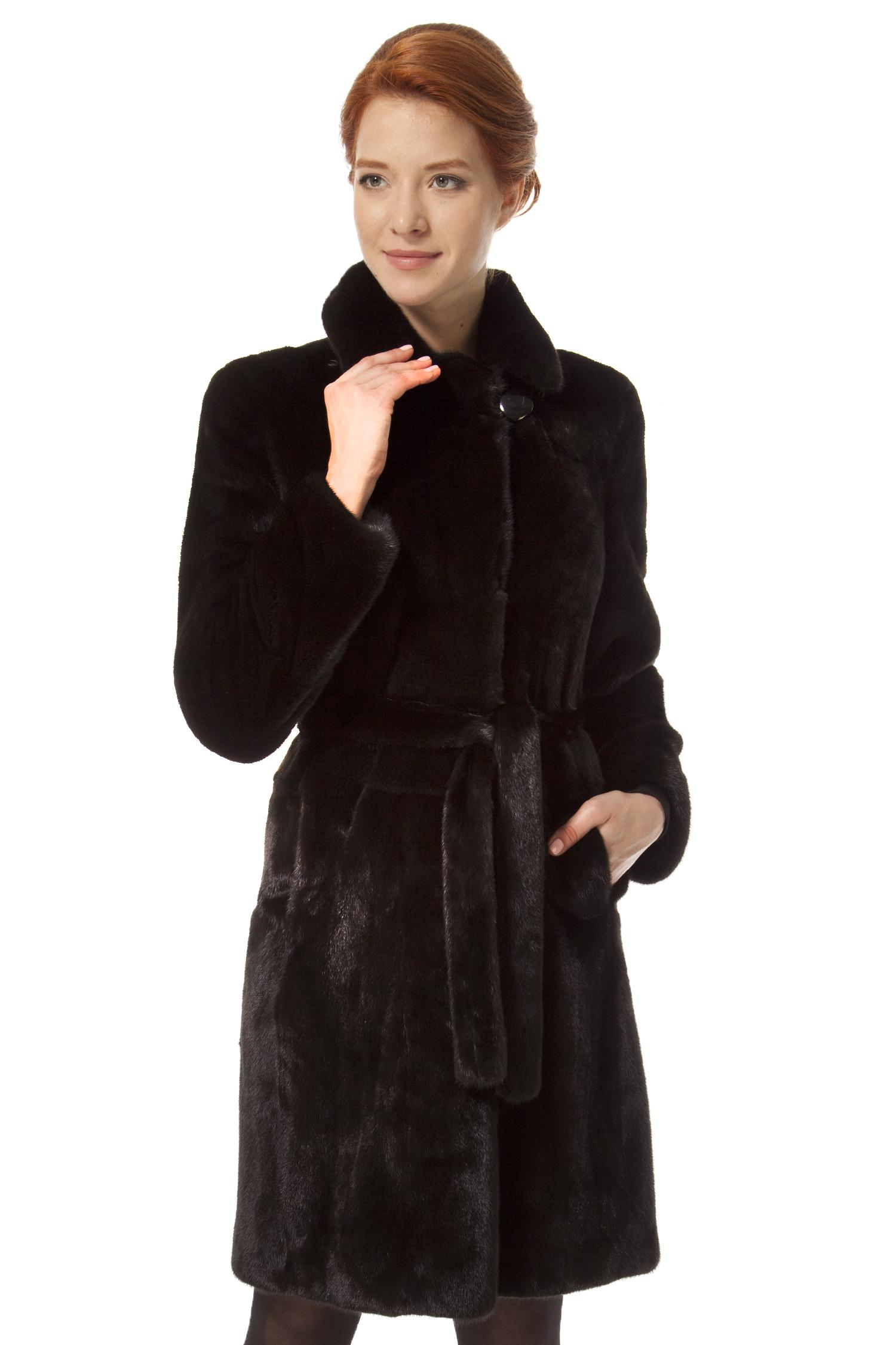 Шуба из норки с воротником, без отделкиЦвет  угольно-черный.<br><br>Пальто изготовлено из высококачественного натурального сырья - меха скандинавской норки ScanBlack.<br><br>Прямой, лаконичный силуэт, минимум деталей, мягкий пояс подчеркивающий изящность женского бедра, мягкий шелковисто-бархатистый мех скандинавской норки Scan Black (вельвет) - все это гармонично сочетается в модели. Данное меховое пальто замечательно впишется в гардероб энергичной, деловой женщины, позволит чувствовать себя уверенно и комфортно в бизнес среде. Приобретя эту модель дамы смогут подчеркнуть свой безупречный вкус.<br><br>Воротник: Английский<br>Длина см: 100<br>Цвет: Черный(ScanBlack)<br>Пол: Женский