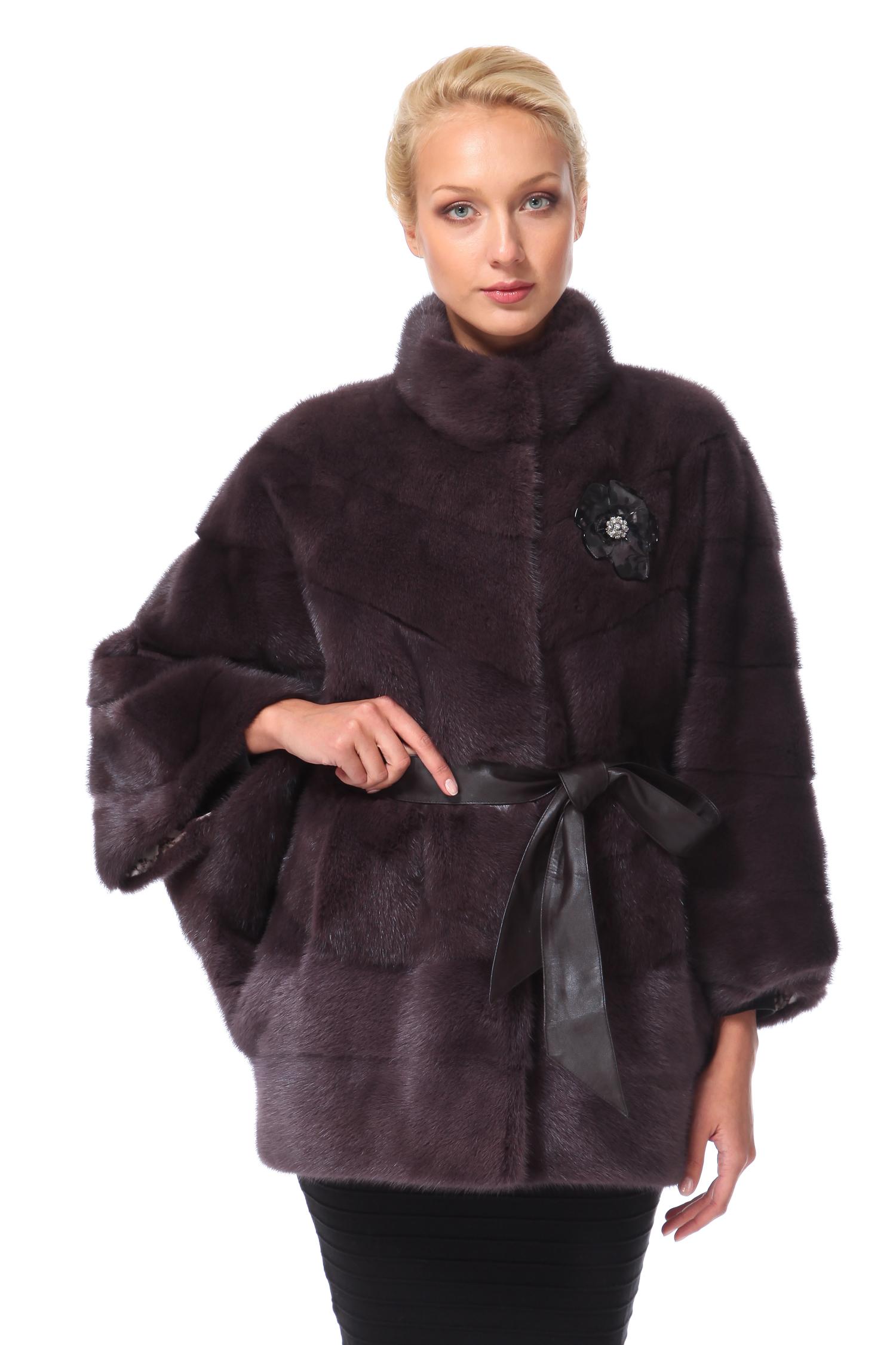 Куртка из норки с воротником, без отделкиЦвет пепельно-бежевый графит.<br><br>Модель изготовлена из меха европейской норки.<br><br>Фасон на манер пальто-пончо, выполненный из поперечных цельных пластин восхитительного меха европейской норки, где рукава практически слиты с основным силуэтом, последние годы очень моден и востребован среди женщин, обладающих разными типами фигур. Скрывая все недостатки, он подчеркивает очевидные достоинства больших размеров одежды. Аристократичный воротник-стойка, наряду с эффектным декором в виде изысканного цветка клематиса, делают образ слегка богемным. Длинный, мягкий кожаный пояс изумительно подчеркнет талию. Комфортная длина до середины бедра и выраженная талия, вместе выглядят очень женственно. Обладательница модели каждый день будет ловить на себе восхищенные взгляды окружающих и чувствовать себя непревзойденно<br><br>Воротник: Стойка<br>Длина см: 70<br>Цвет: Коричневый<br>Пол: Женский