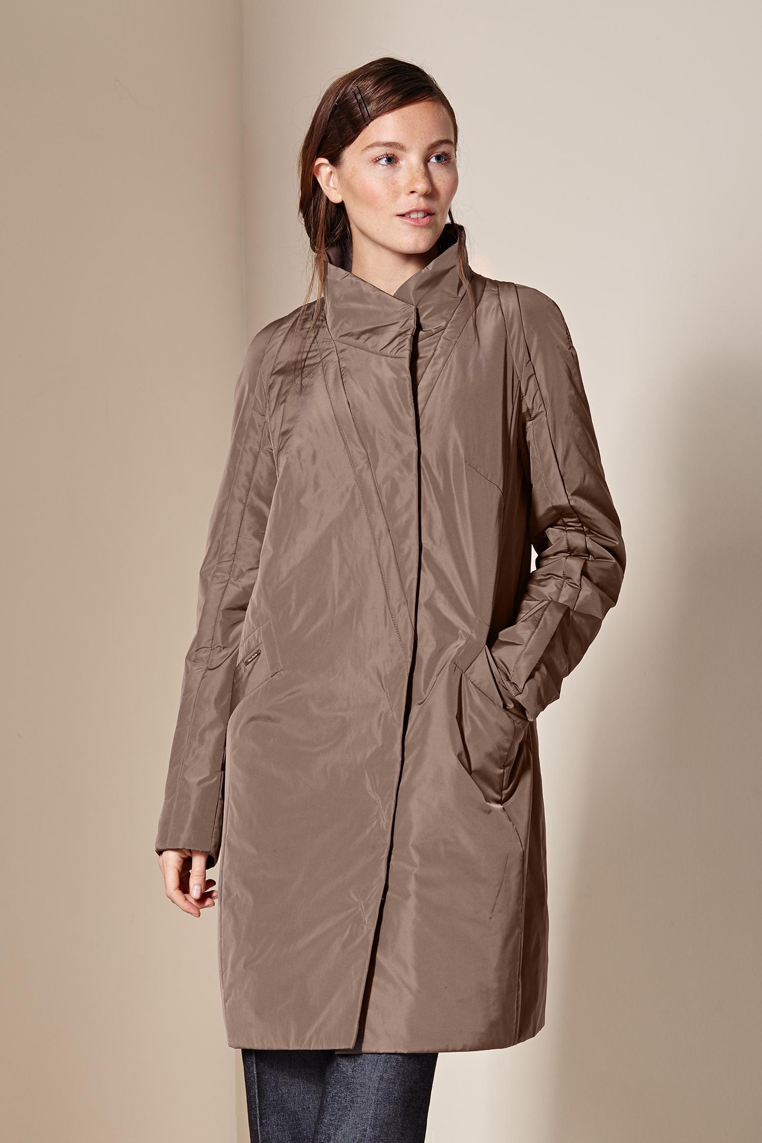 Женское пальто с воротником, без отделки<br><br>Воротник: стойка<br>Длина см: Длинная (свыше 90)<br>Материал: Текстиль<br>Цвет: бежевый<br>Вид застежки: потайная<br>Застежка: на молнии<br>Пол: Женский<br>Размер RU: 56
