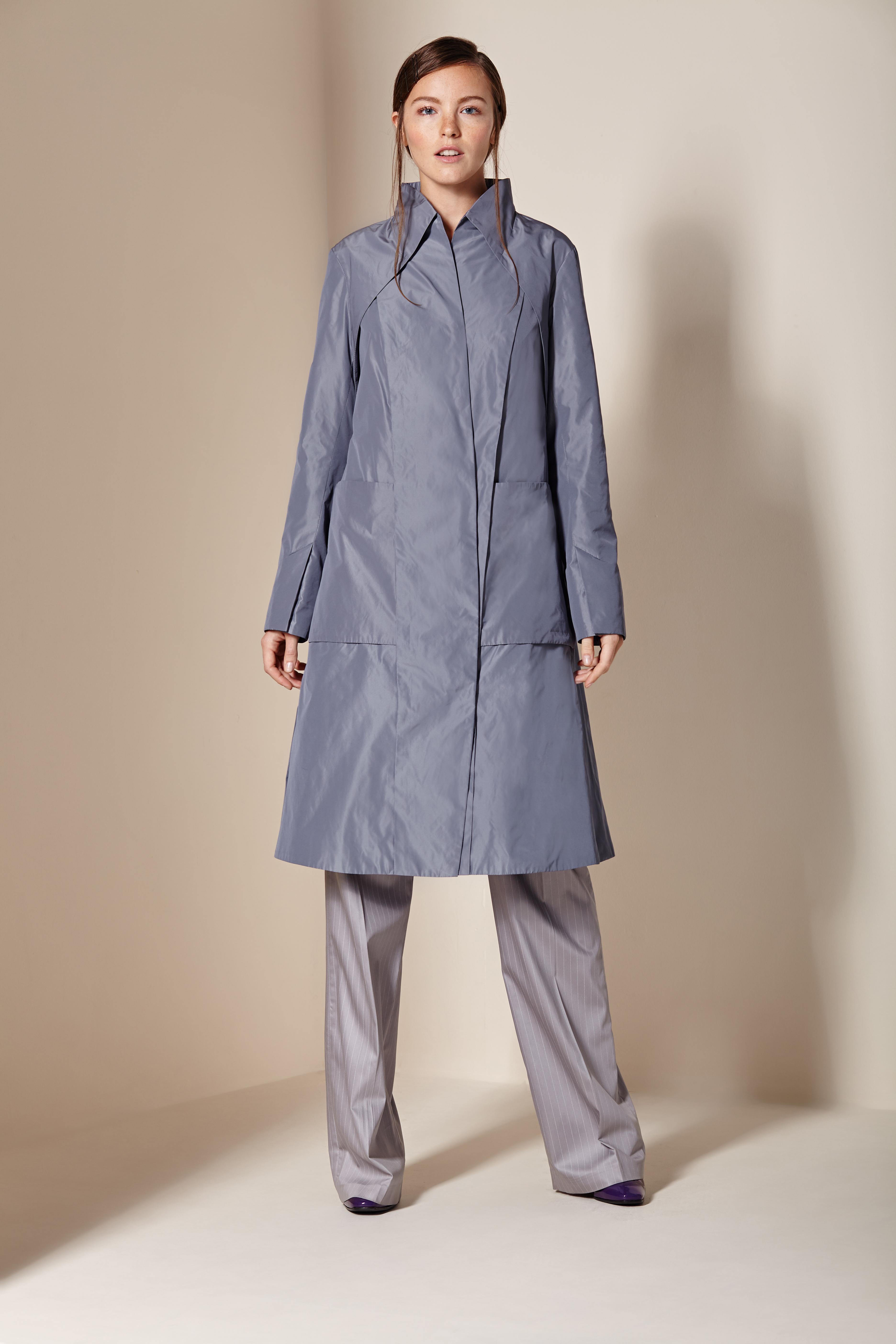 Пальто женское из текстиля с воротником, без отделки<br><br>Воротник: стойка<br>Длина см: Длинная (свыше 90)<br>Материал: Текстиль<br>Цвет: серый<br>Вид застежки: косая<br>Застежка: на кнопки<br>Пол: Женский<br>Размер RU: 52