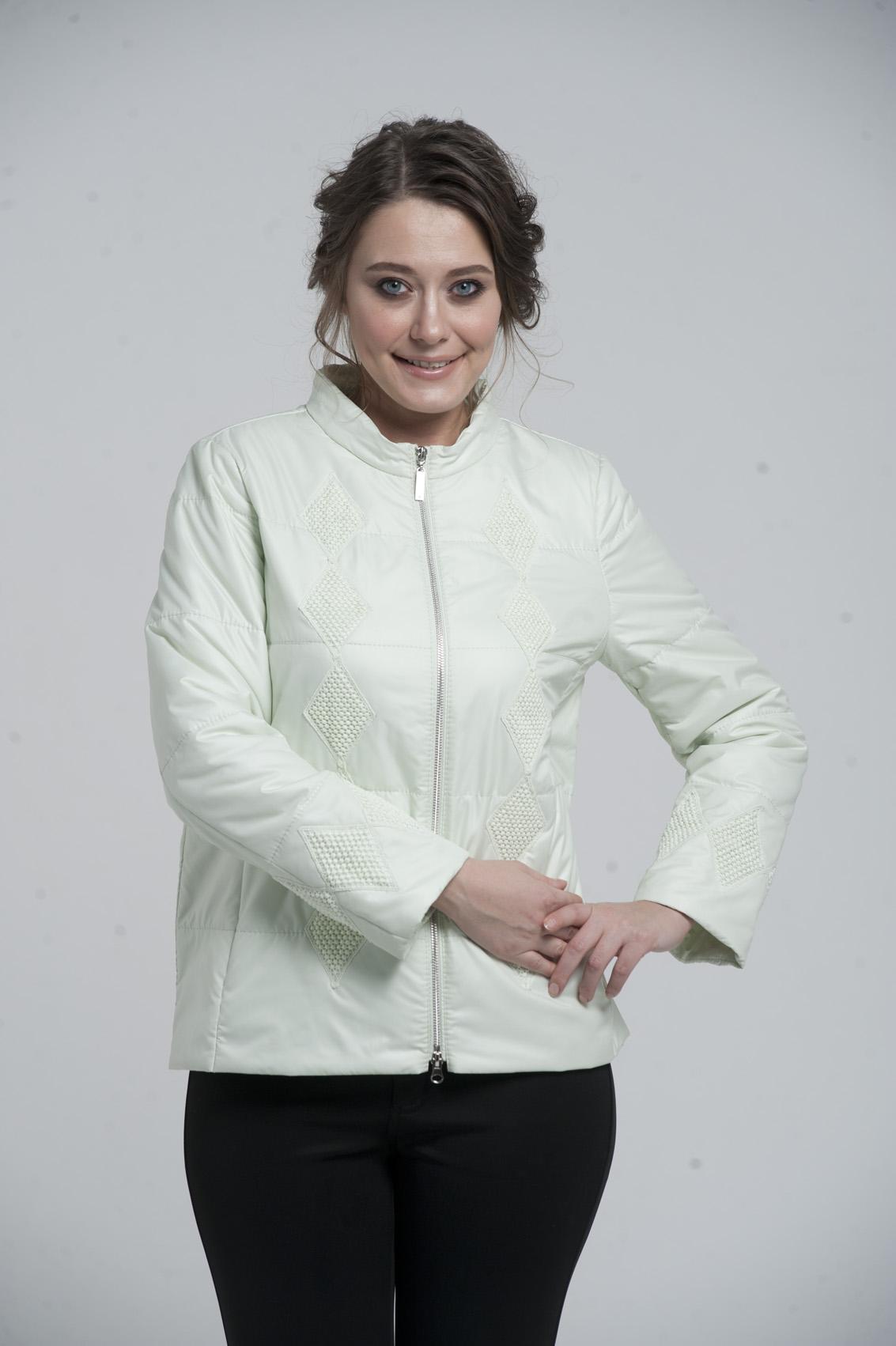 Куртка женская из текстиля с воротником, без отделки<br><br>Воротник: стойка<br>Длина см: Короткая (51-74 )<br>Материал: Текстиль<br>Цвет: молочный<br>Вид застежки: центральная<br>Застежка: на молнии<br>Пол: Женский<br>Размер RU: 54