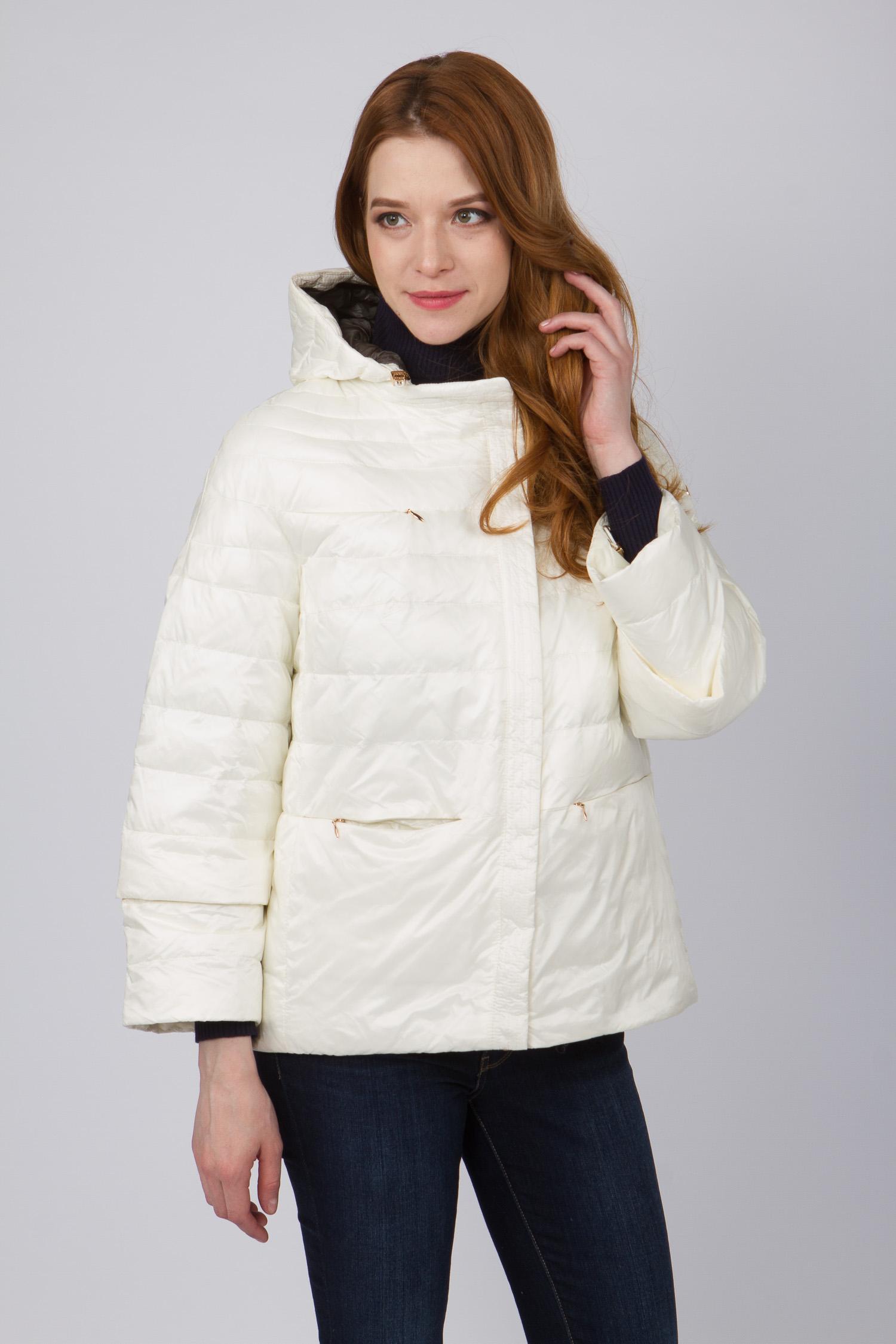 Куртка женская из текстиля с капюшоном, без отделки<br><br>Воротник: съемный капюшон<br>Длина см: Короткая (51-74 )<br>Материал: Текстиль<br>Цвет: молочный<br>Вид застежки: потайная<br>Застежка: на молнии<br>Пол: Женский<br>Размер RU: 52