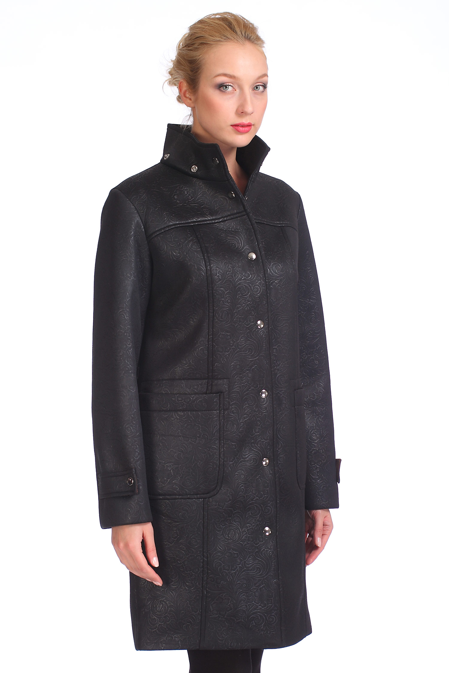 Женское пальто с капюшоном, без отделкиПальто от Московской меховой компании выполнено из текстиля черного цвета.<br><br>Модель прямого силуэта с застежкой на кнопки.<br><br>Детали: съемный капюшон; боковые карманы без застежки; подкладка из полиэстера.<br><br>Материал: 76% полиэстер 24% полиуретан<br>Воротник: Стойка/ капюшон<br>Цвет: Черный<br>Длина см: 95<br>Наполнитель: Без наполнителя<br>Пол: Женский<br>Размер RU: 48/170