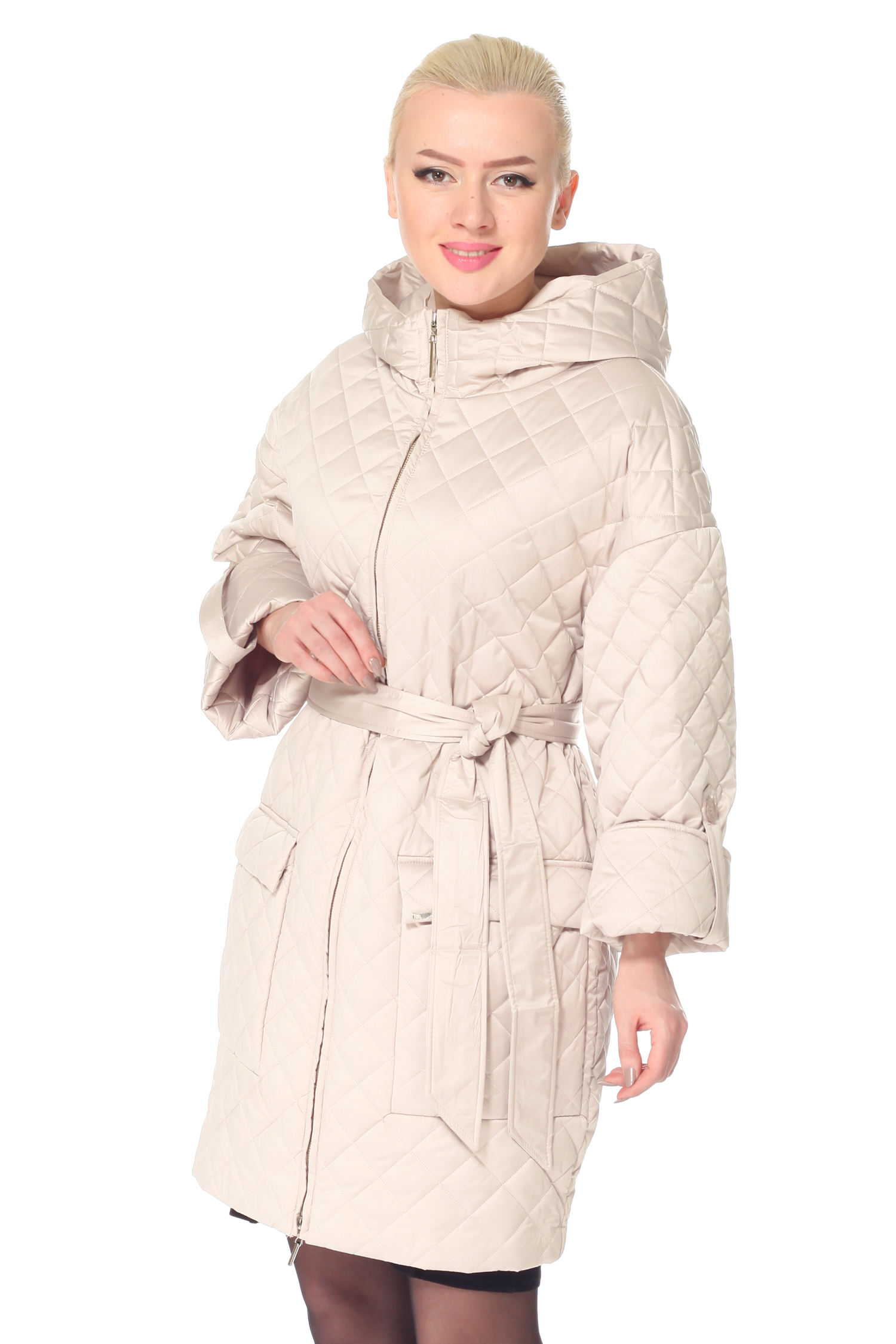 Женское пальто с капюшоном, без отделкиПальто от Московской меховой компании выполнено из текстиля бежевого цвета.<br><br>Модель прямого силуэта с застежкой на молнию.<br><br>Детали: несъемный капюшон; рукава кроя реглан, длина фиксируется пуговицей; боковые карманы с застежкой на кнопки; пояс в комплекте; подкладка из полиэстера.<br><br>Воротник: капюшон<br>Длина см: Длинная (свыше 90)<br>Материал: Текстиль<br>Цвет: бежевый<br>Вид застежки: центральная<br>Застежка: на молнии<br>Пол: Женский<br>Размер RU: 54