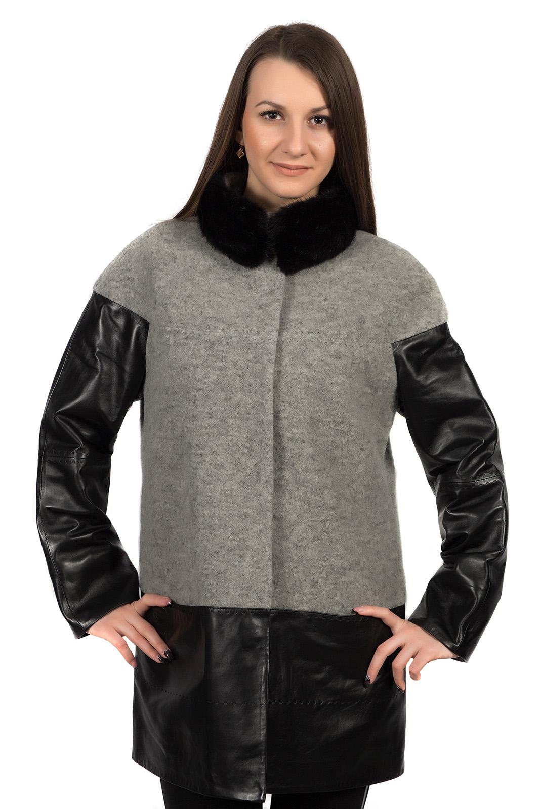 Женское пальто с воротником, отделка норка и натуральная кожаЦвет - серый меланж.<br><br>Пальто с кожаными рукавами - абсолютный хит сезона. Сочетание шерсти и натуральной кожи - великолепная дизайнерская находка. Тандем двух материалов - шерсти и натуральной кожи - создает эффект многослойности и правильную геометрию пальто. Благодаря чему, фигура кажется более вытянутой.<br><br>В дизайне модели используется съемная горжетка из натуральной норки. Мех крепится к воротнику на магниты.<br><br>Застежка пальто выполнена на кнопки. Завершают дизайн невидимые боковые карманы. В качестве украшения используется декоративная прострочка.<br><br>Воротник: стойка<br>Длина см: Средняя (75-89 )<br>Материал: Шерсть<br>Цвет: серый<br>Вид застежки: центральная<br>Застежка: на кнопки<br>Пол: Женский<br>Размер RU: 56