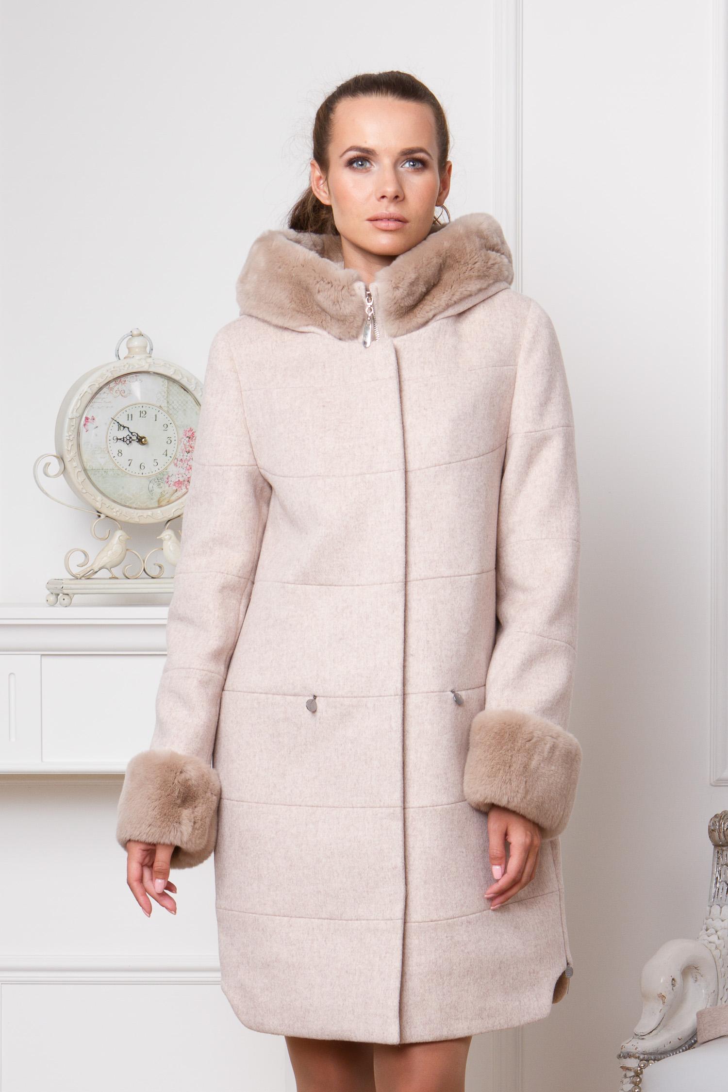 Женское пальто с капюшоном, отделка кролик<br><br>Воротник: съемный капюшон<br>Длина см: Длинная (свыше 90)<br>Материал: Текстиль<br>Цвет: бежевый<br>Вид застежки: потайная<br>Застежка: на кнопки<br>Пол: Женский<br>Размер RU: 52