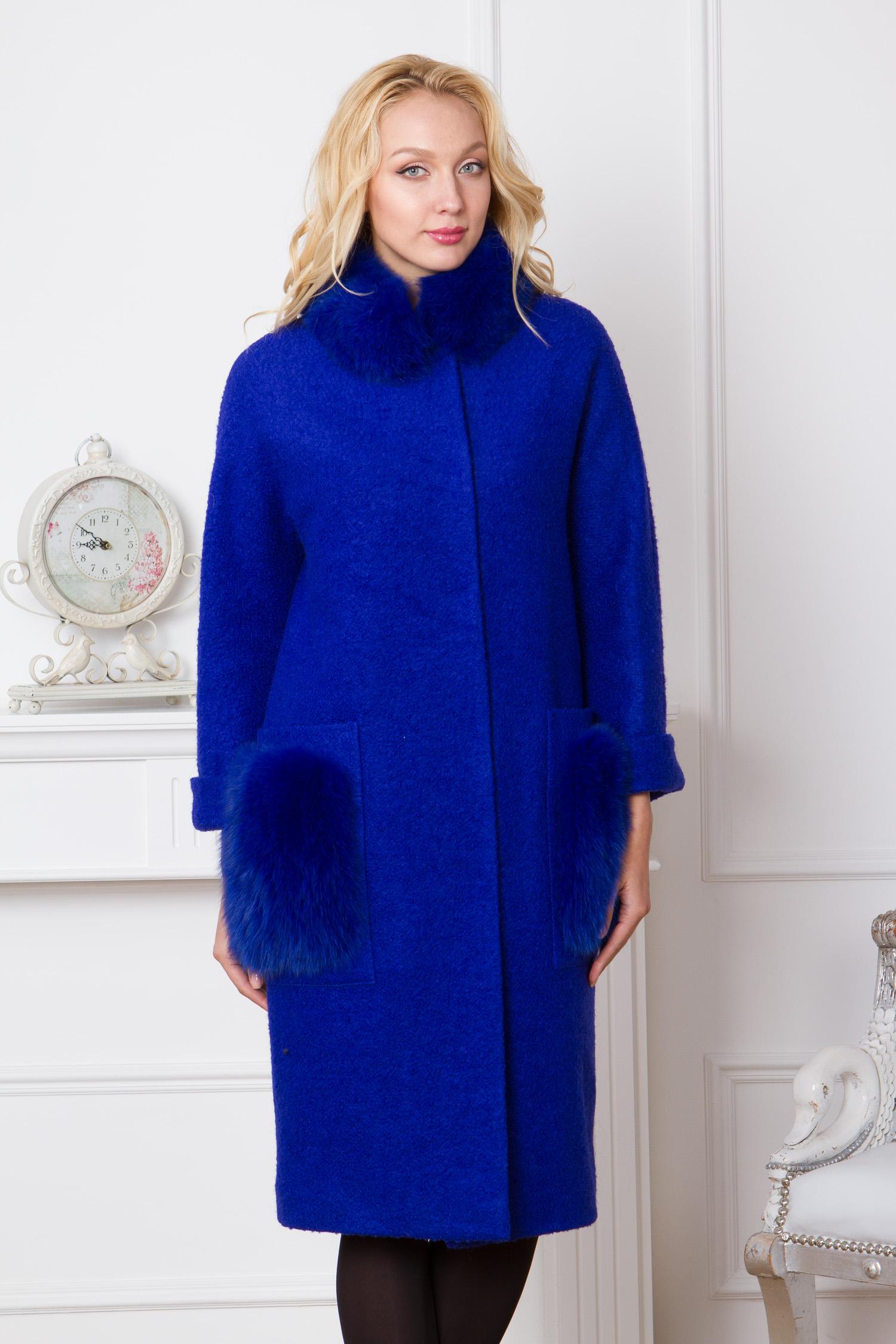 Женское пальто с воротником, отделка песец<br><br>Воротник: стойка<br>Длина см: Длинная (свыше 90)<br>Материал: Текстиль<br>Цвет: синий<br>Вид застежки: потайная<br>Застежка: на кнопки<br>Пол: Женский<br>Размер RU: 52