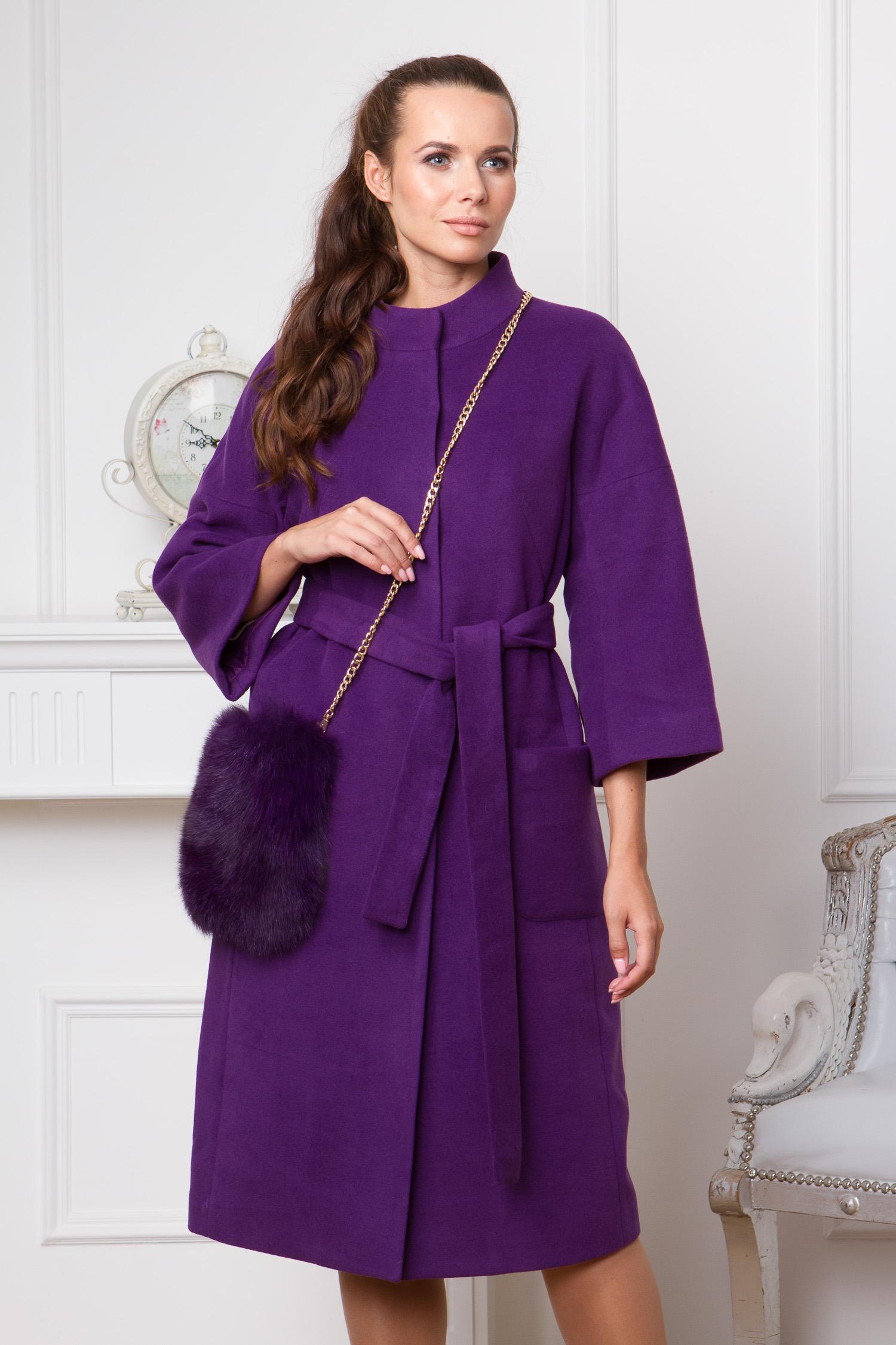 Женское пальто с воротником, отделка песец<br><br>Воротник: стойка<br>Длина см: Длинная (свыше 90)<br>Материал: Текстиль<br>Цвет: фиолетовый<br>Вид застежки: потайная<br>Застежка: на кнопки<br>Пол: Женский<br>Размер RU: 52