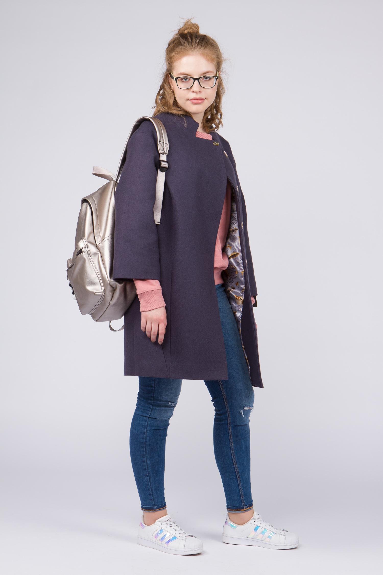 Женское пальто с воротником, без отделкиСтильное и одновременно элегантное шерстяное пальто, выполненное из натуральных итальянских тканей с использованием высококачественной фурнитуры. Сочетает в себе<br>безупречный крой и оригинальное дизайнерское решение.<br>Модель представляет собой не просто верхнюю одежду, это - must have для любой модницы.<br><br>Воротник: стойка<br>Длина см: Средняя (75-89 )<br>Материал: Комбинированный состав<br>Цвет: фиолетовый<br>Вид застежки: косая<br>Застежка: на кнопки<br>Пол: Женский<br>Размер RU: 48