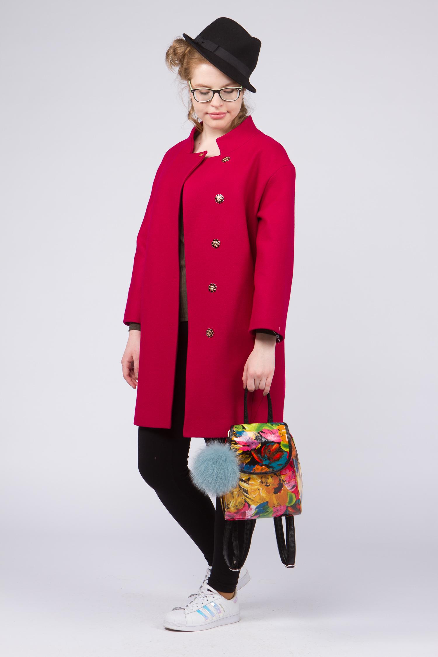 Женское пальто с воротником, без отделкиСтильное и одновременно элегантное шерстяное пальто, выполненное из натуральных итальянских тканей с использованием высококачественной фурнитуры. Сочетает в себе<br>безупречный крой и оригинальное дизайнерское решение.<br>Модель представляет собой не просто верхнюю одежду, это - must have для любой модницы.<br><br>Воротник: стойка<br>Длина см: Средняя (75-89 )<br>Материал: Комбинированный состав<br>Цвет: фуксия<br>Вид застежки: косая<br>Застежка: на кнопки<br>Пол: Женский<br>Размер RU: 48