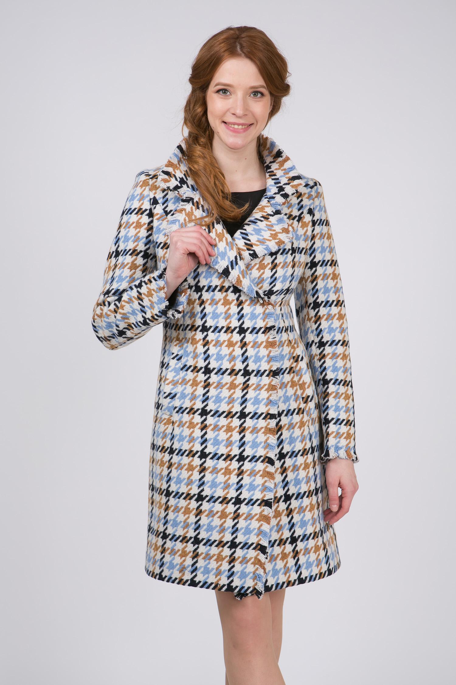 Женское пальто с воротником, без отделкиСтильное и одновременно элегантное шерстяное пальто, выполненное из натуральных итальянских тканей с использованием высококачественной фурнитуры. Сочетает в себе<br>безупречный крой и оригинальное дизайнерское решение.<br>Модель представляет собой не просто верхнюю одежду, это - must have для любой модницы.<br><br>Воротник: английский<br>Длина см: Длинная (свыше 90)<br>Материал: Комбинированный состав<br>Цвет: голубой<br>Вид застежки: косая<br>Застежка: на кнопки<br>Пол: Женский<br>Размер RU: 52
