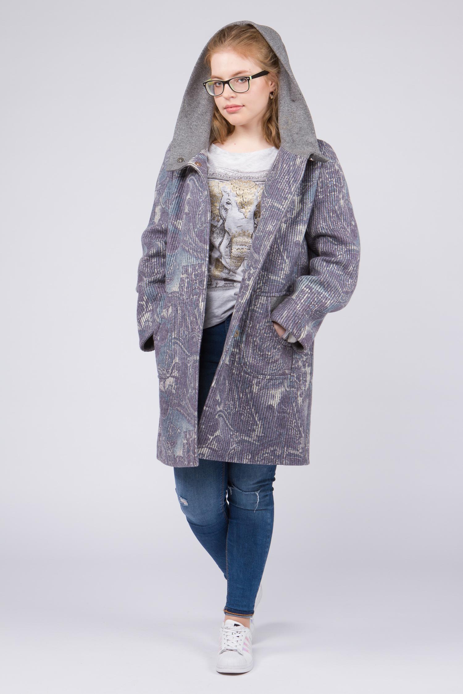 Женское пальто с капюшоном, без отделкиСтильное и одновременно элегантное шерстяное пальто, выполненное из натуральных итальянских тканей с использованием высококачественной фурнитуры. Сочетает в себе<br>безупречный крой и оригинальное дизайнерское решение.<br>Модель представляет собой не просто верхнюю одежду, это - must have для любой модницы.<br><br>Воротник: капюшон<br>Длина см: Длинная (свыше 90)<br>Материал: Комбинированный состав<br>Цвет: серый<br>Вид застежки: центральная<br>Застежка: на кнопки<br>Пол: Женский<br>Размер RU: 54