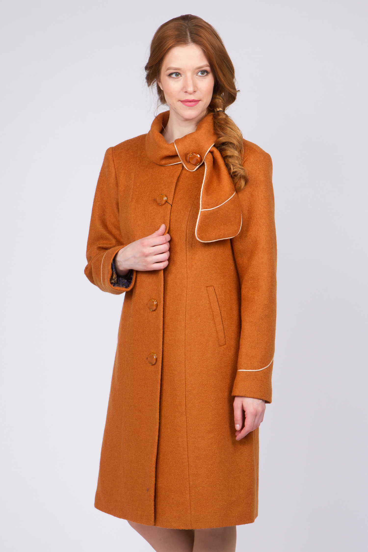 Женское пальто с воротником, без отделки<br><br>Воротник: отложной<br>Длина см: Длинная (свыше 90)<br>Материал: Комбинированный состав<br>Цвет: горчичный<br>Вид застежки: центральная<br>Застежка: на пуговицы<br>Пол: Женский<br>Размер RU: 62