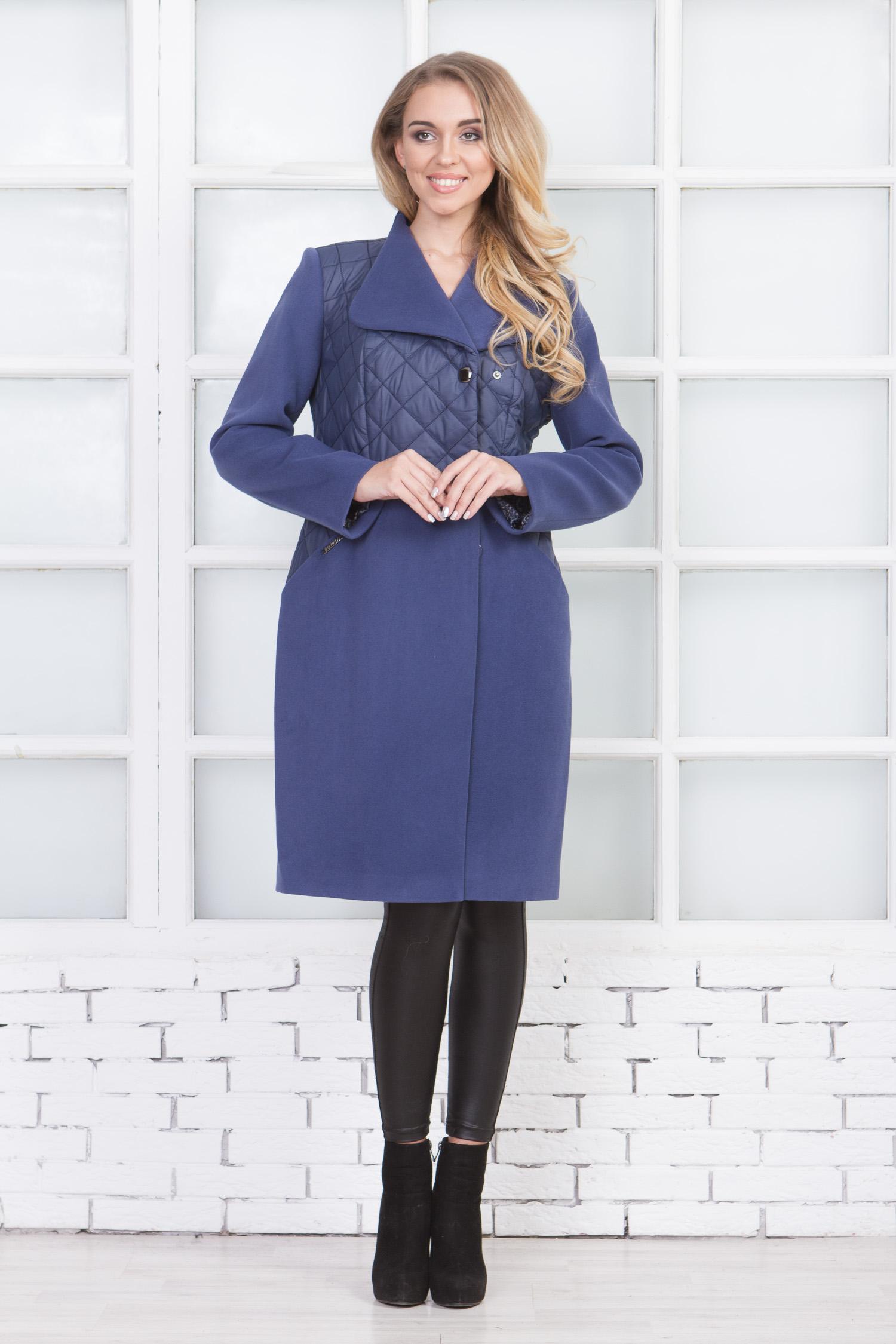 Фото 3 - Женское пальто из текстиля с воротником от МОСМЕХА сиреневого цвета