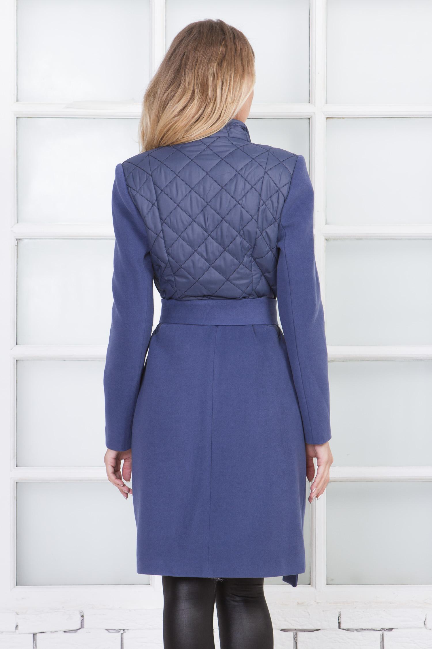 Фото 2 - Женское пальто из текстиля с воротником от МОСМЕХА сиреневого цвета