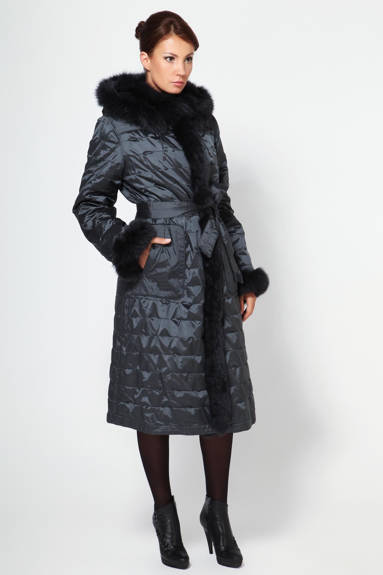 Пальто двустороннее с капюшоном, отделка песецПеред Вами весьма оригинальное двусторонее пальто серого цвета с капюшоном. Одна сторона выполнена из высококачественного текстиля (отталкивает воду, легко устраняются любые загрязнения), а вторая из меха песца. Одна из главных особенностей этого изделия - это удивительная легкость, что для верхней одежды огромный плюс. Отделка пальто выполнена из меха песца. Застегивается пихора на пуговицы. Наличие капюшона позволяет не носить головной убор, но при желании его можно отстегнуть. Эту модель можно носить до -10 градусов. Фасон прямой, но можно повязать пояс, таким образом подчеркнуть талию. В этом пальто Вы будете выглядеть роскошно каждый день!<br><br>Воротник: Капюшон<br>Длина см: 115<br>Материал: Текстиль/песец<br>Цвет: Серый<br>Вид застежки: Песец<br>Пол: Женский