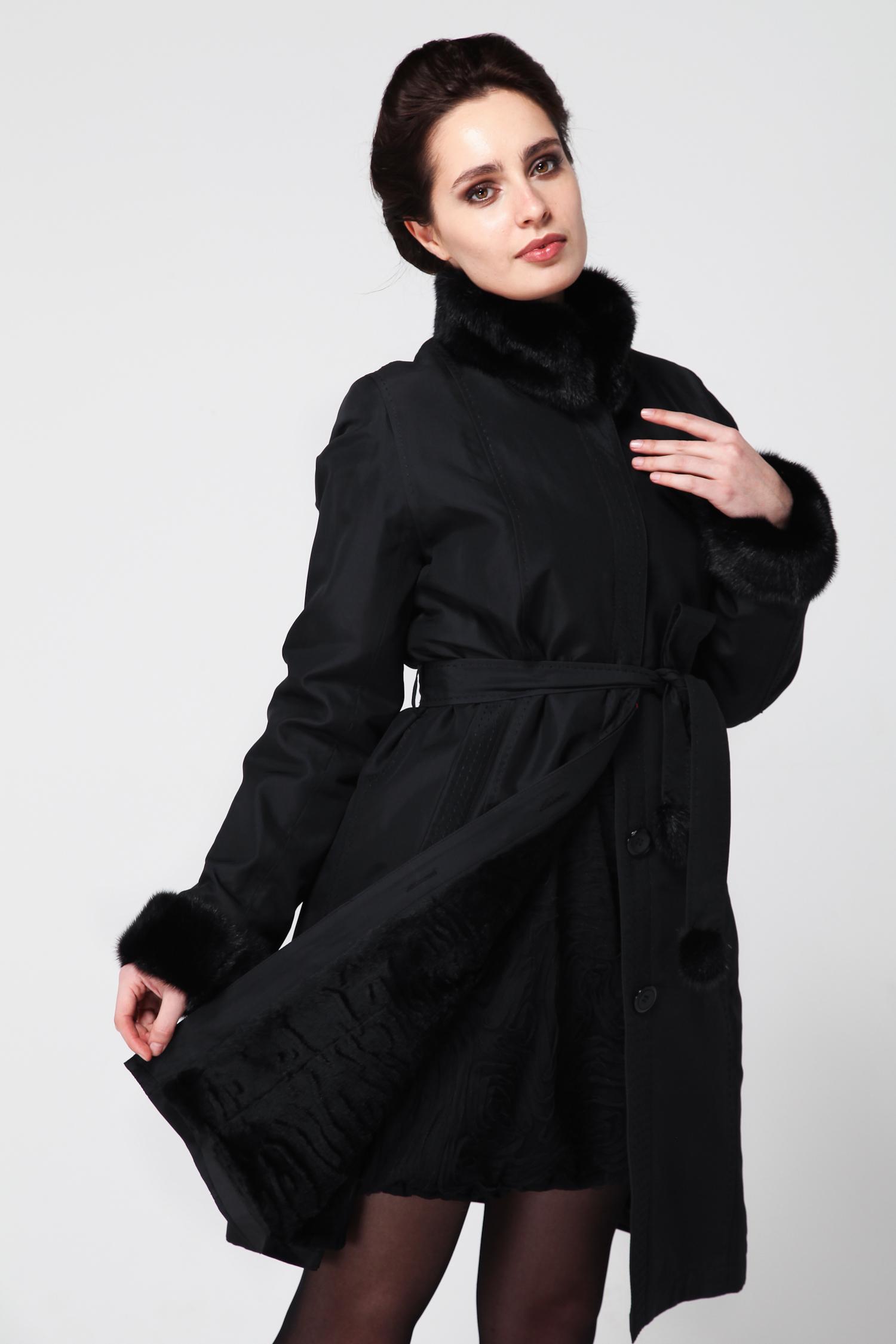 Пальто на меху с воротникомПеред Вами оригинальное пальто из прочной плащевки с подкладкой на меху.Воротник и манжеты выполнены из меха норки. Застегивается это пальто на потайные пуговицы. Талию всегда можно подчеркнуть, повязав элегантный пояс. Такой вариант верхней одежды точно найдет место в женском гардеробе.<br><br>Воротник: Английский<br>Длина см: 100<br>Материал: Текстиль/кролик<br>Цвет: Черный<br>Вид застежки: Норка<br>Пол: Женский