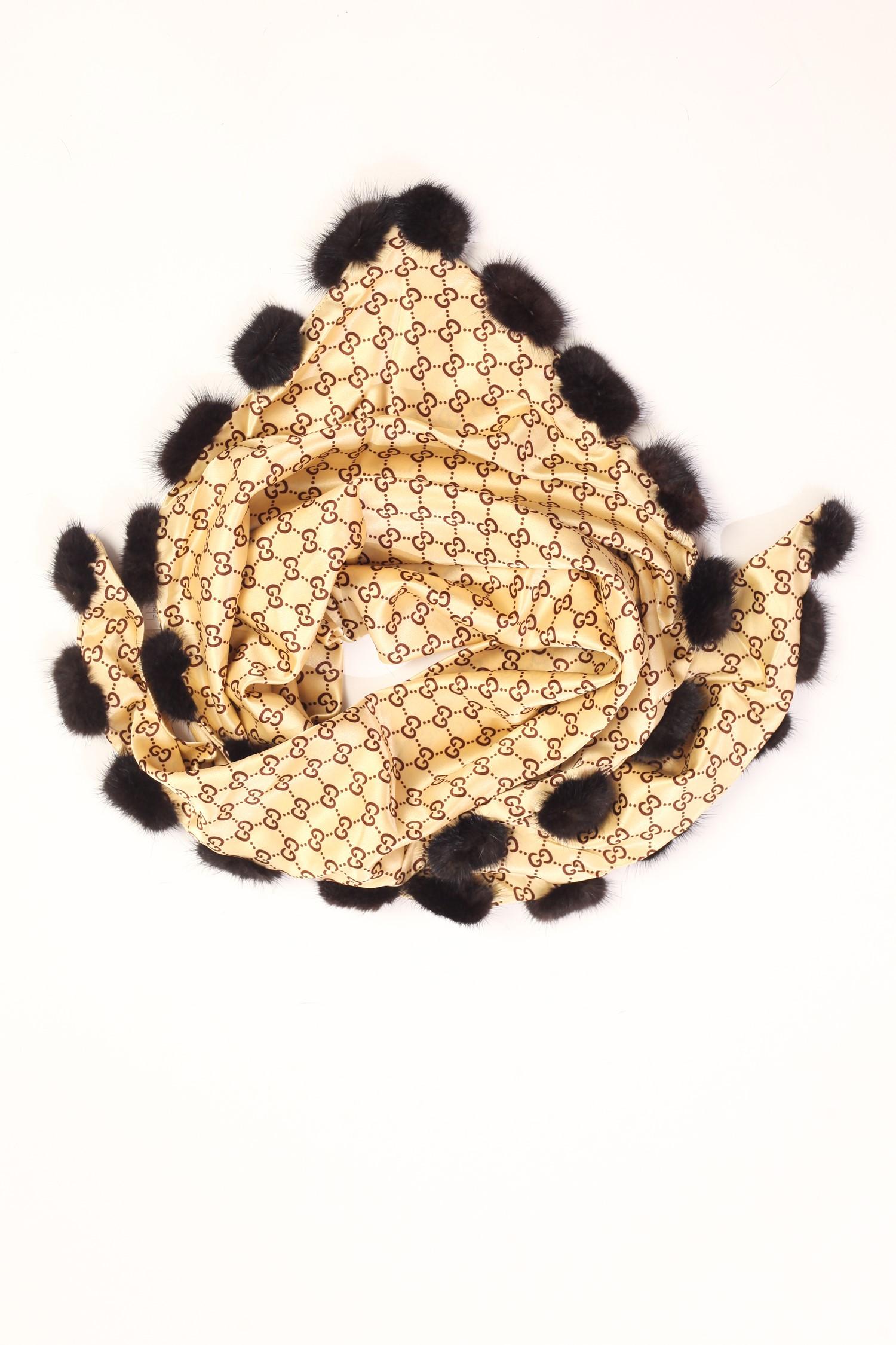 Шарф из сатина, отделка норка<br><br>Материал: Текстиль<br>Цвет: бежевый<br>Пол: Женский