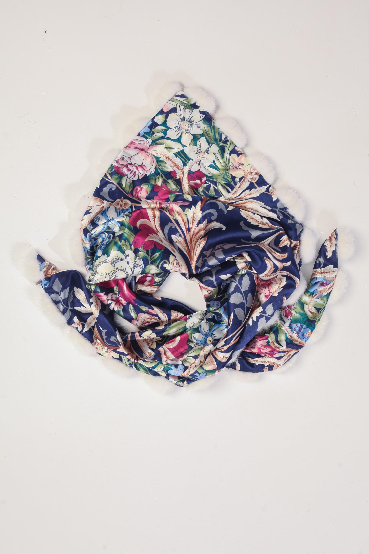 Шарф из сатина, отделка норка<br><br>Материал: Текстиль<br>Цвет: синий<br>Пол: Женский