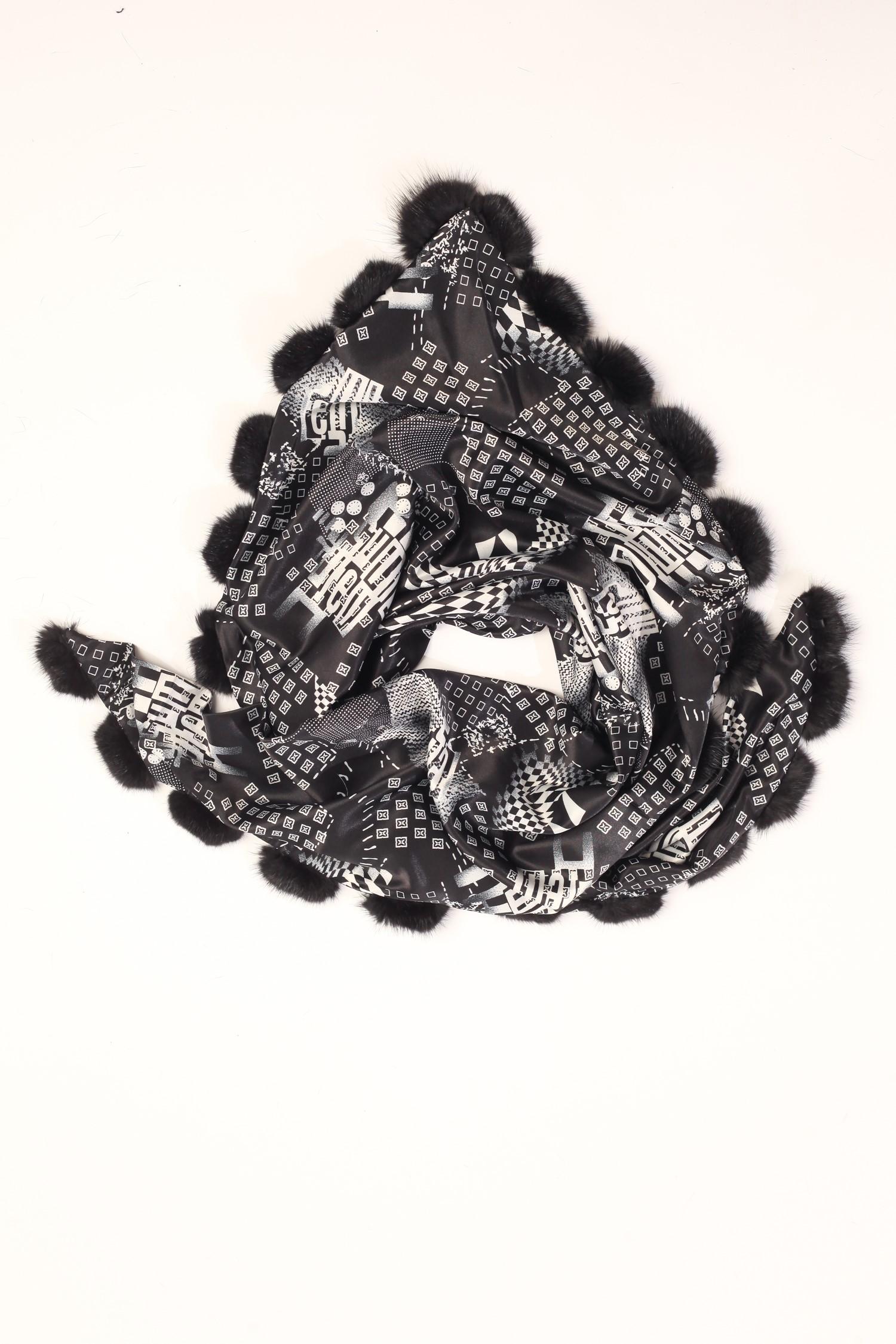 Шарф из сатина, отделка норка<br><br>Материал: Текстиль<br>Цвет: черный<br>Пол: Женский
