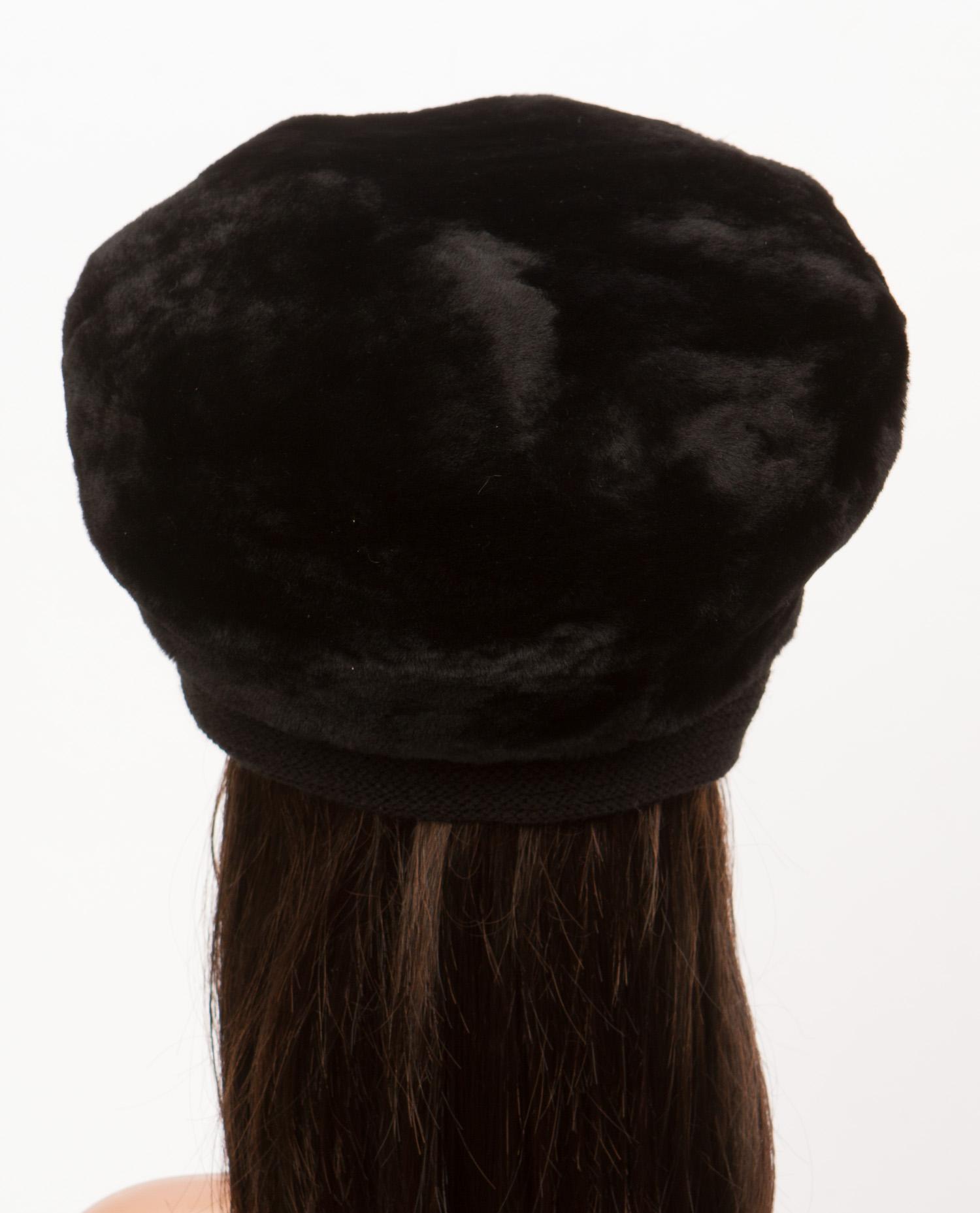Шапка женская из мутона, отделка норка от Московская Меховая Компания