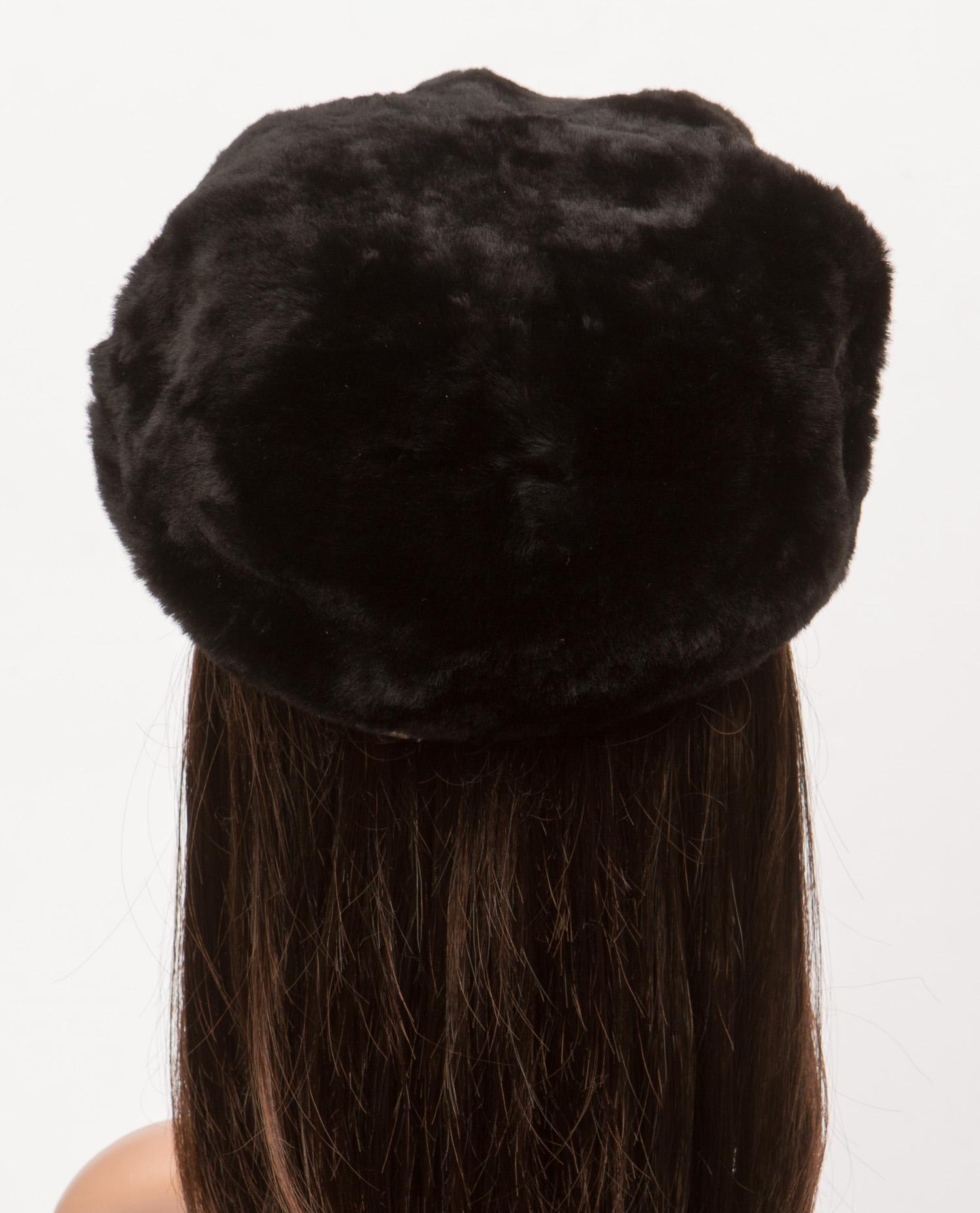 Берет женский из мутона, отделка нерпа от Московская Меховая Компания