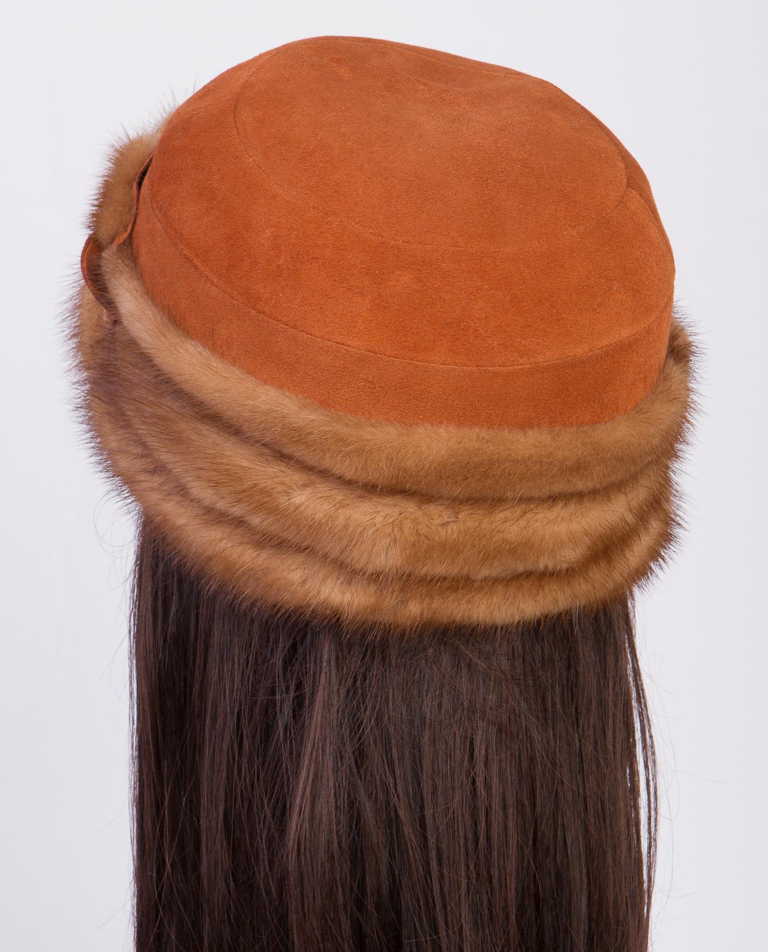 Шапка женская из натуральной замши, отделка норка от Московская Меховая Компания