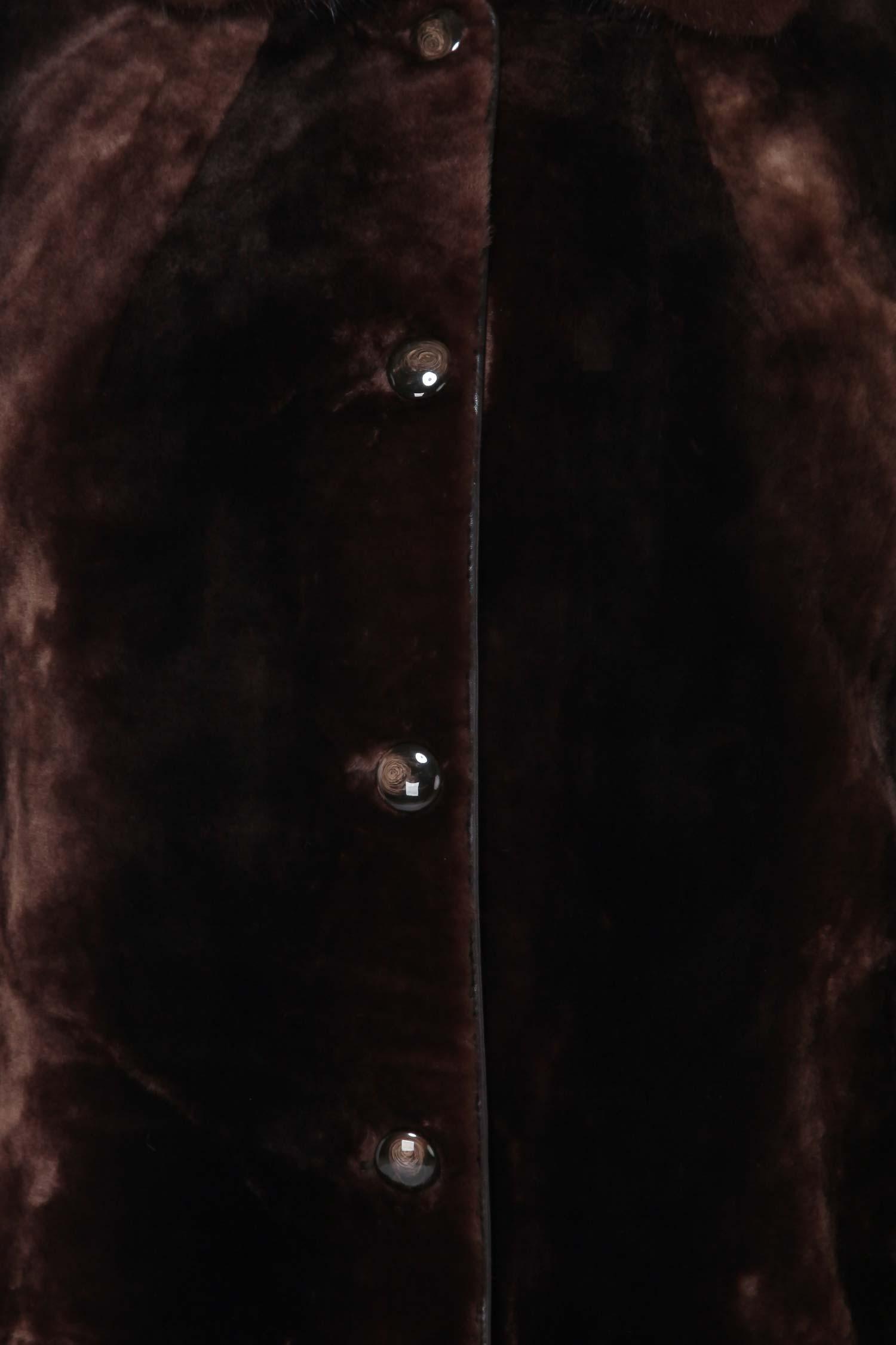 Шуба из мутона с воротником, отделка норка и каракуль от Московская Меховая Компания