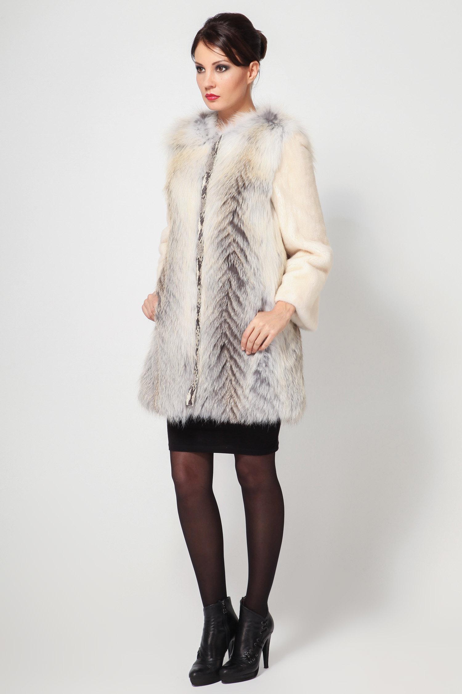 Пальто из норки с воротником, отделка лиса от Московская Меховая Компания